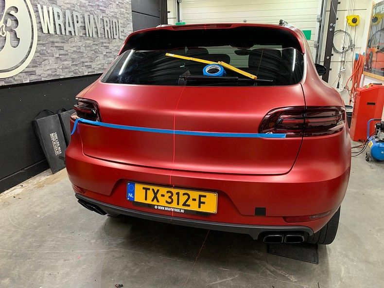 Porsche Macan Satin Vampire Red, Carwrapping door Wrapmyride.nu Foto-nr:12496, ©2019