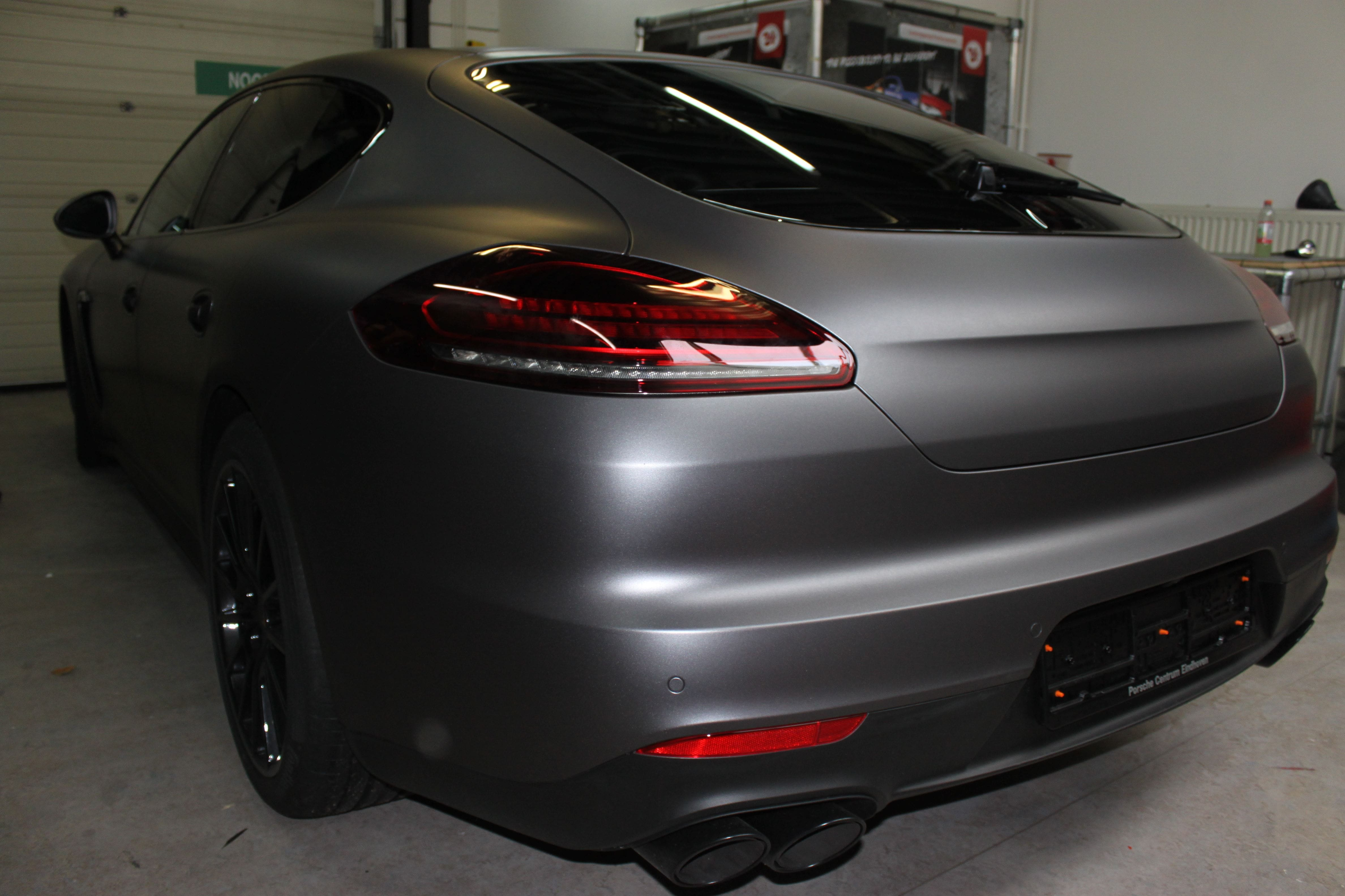 Porsche Panamera GTS Full Wrap in Gunpowder, Carwrapping door Wrapmyride.nu Foto-nr:7104, ©2021