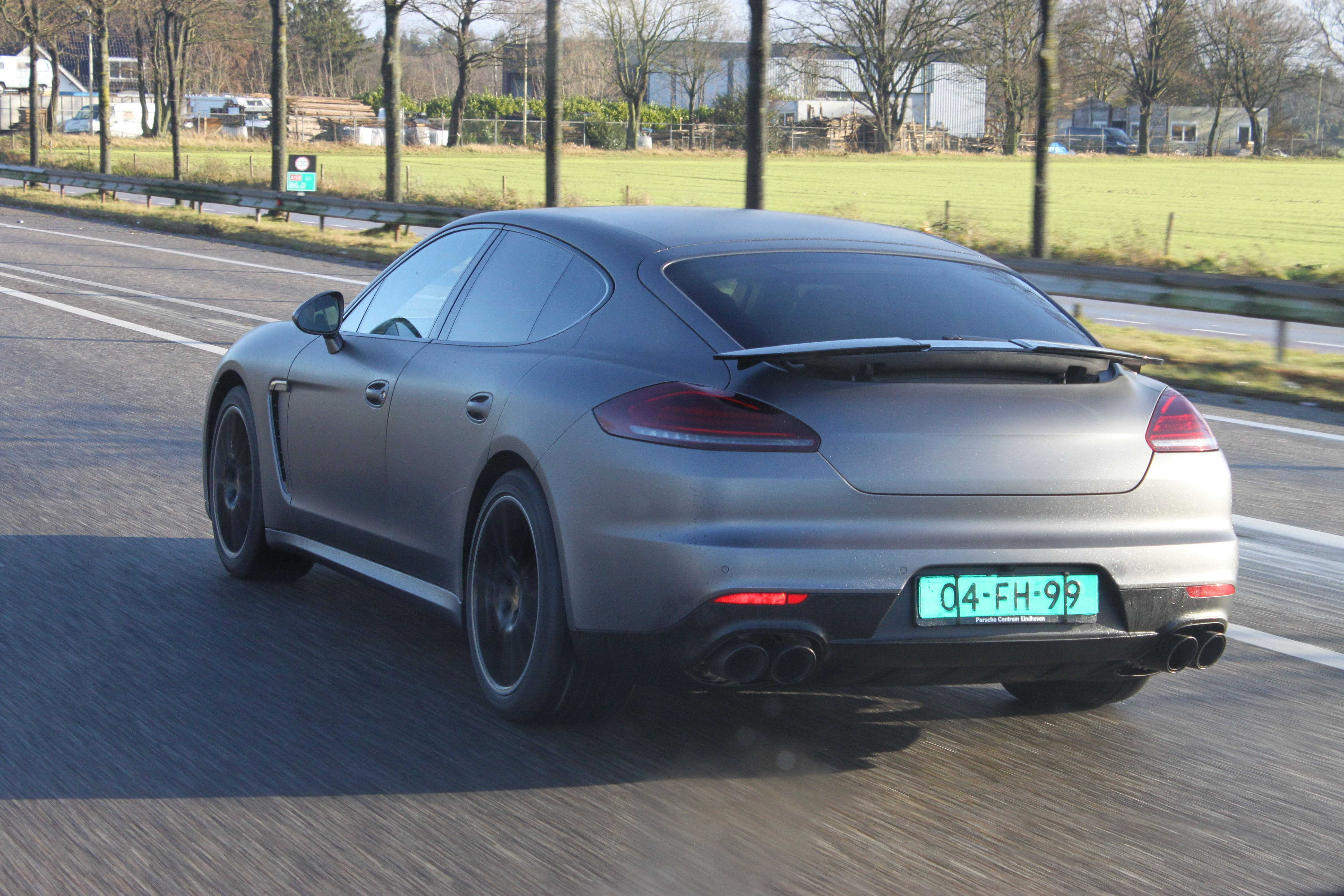 Porsche Panamera GTS Full Wrap in Gunpowder, Carwrapping door Wrapmyride.nu Foto-nr:7127, ©2021