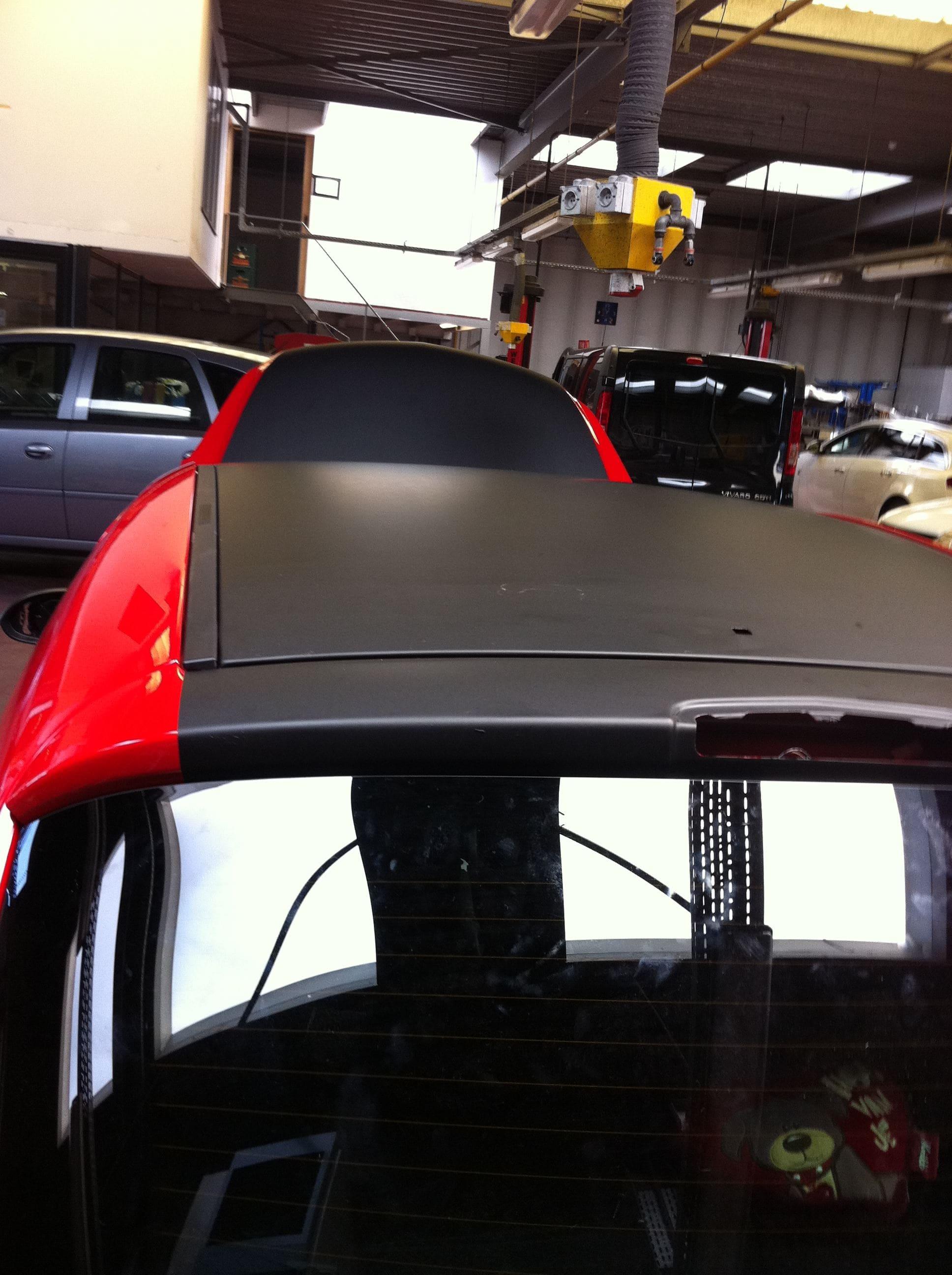 Rode Opel Corsa met Mat Zwarte Accenten, Carwrapping door Wrapmyride.nu Foto-nr:7541, ©2021