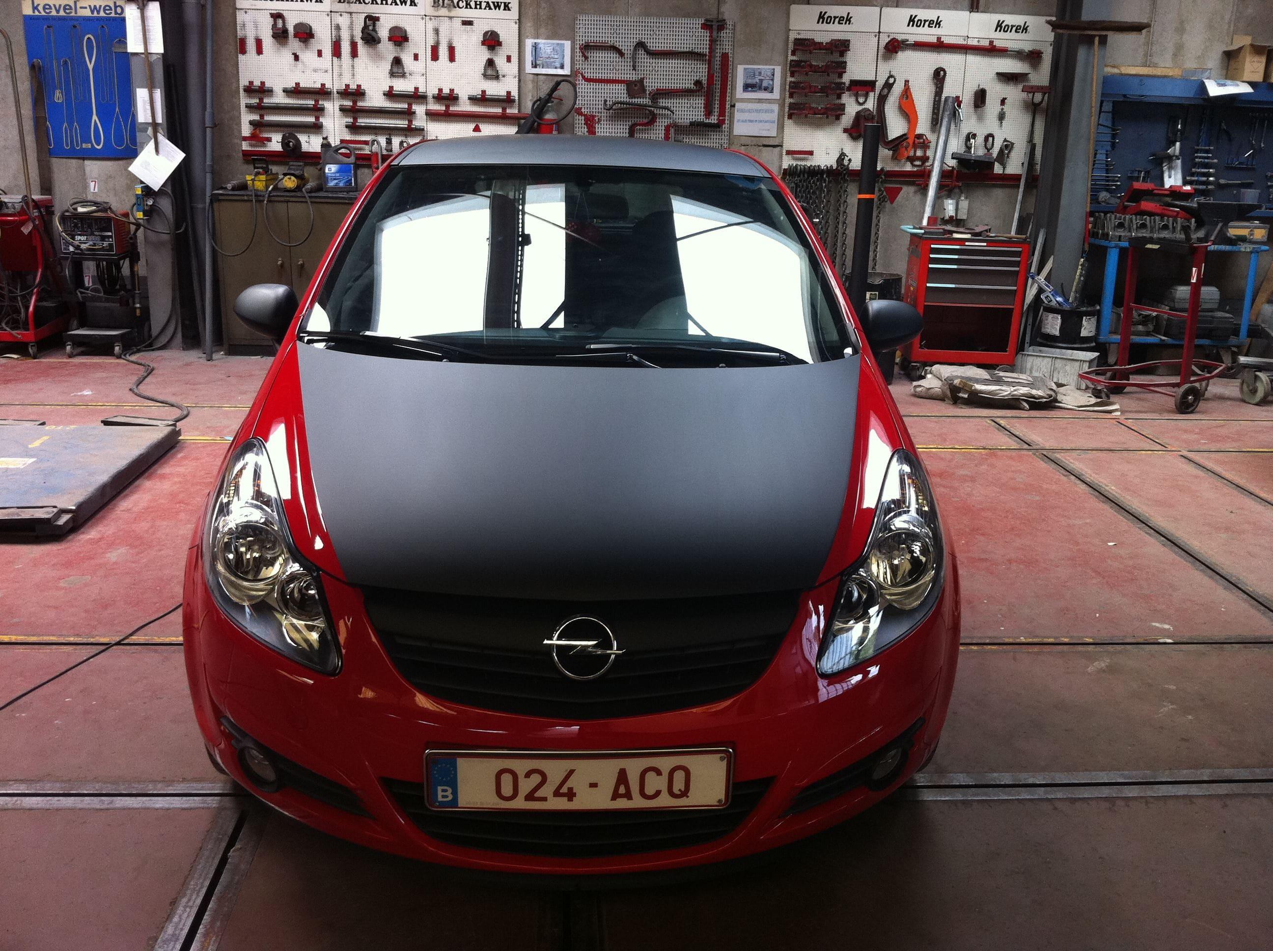 Rode Opel Corsa met Mat Zwarte Accenten, Carwrapping door Wrapmyride.nu Foto-nr:7543, ©2021