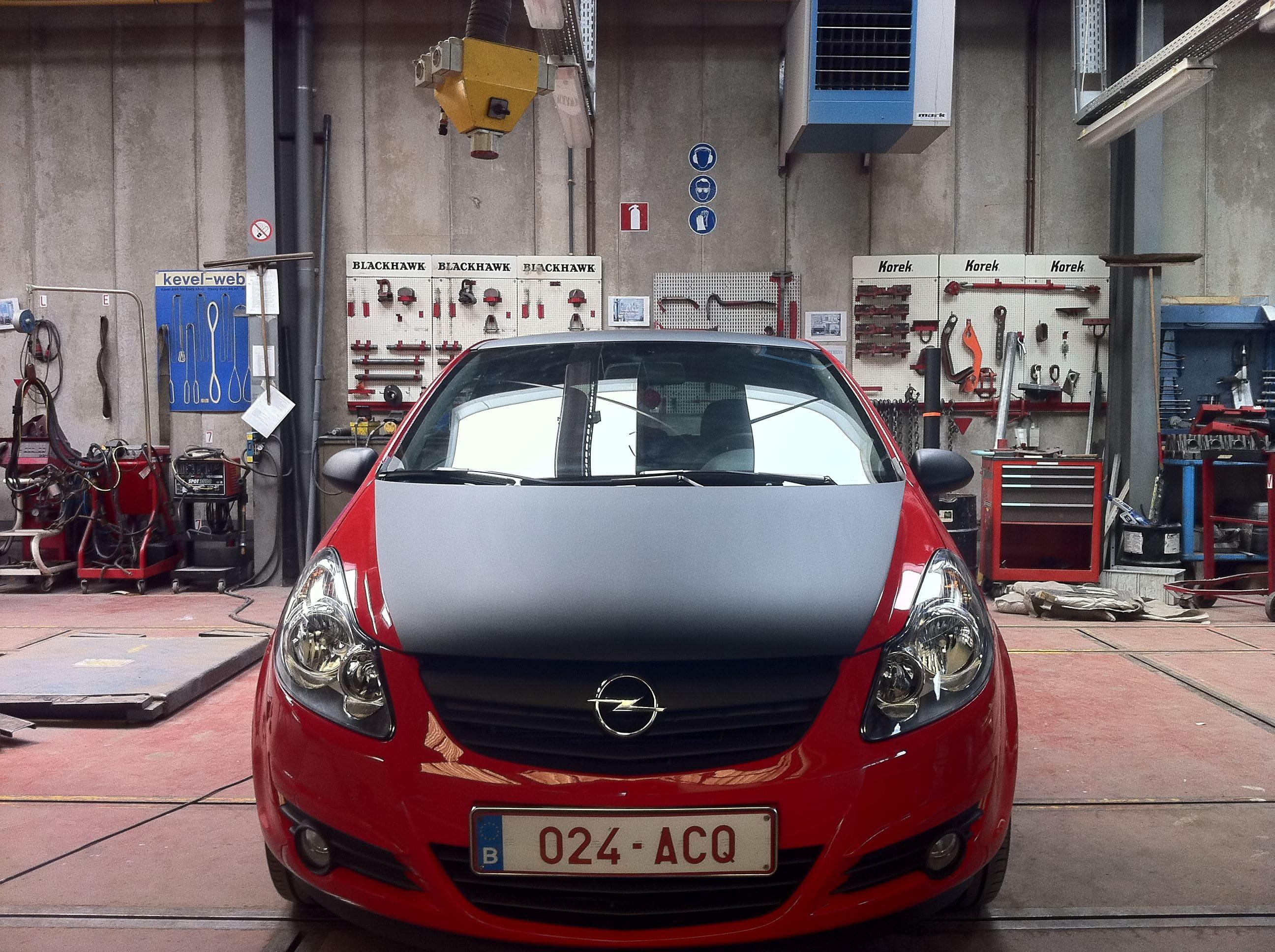 Rode Opel Corsa met Mat Zwarte Accenten, Carwrapping door Wrapmyride.nu Foto-nr:7545, ©2021