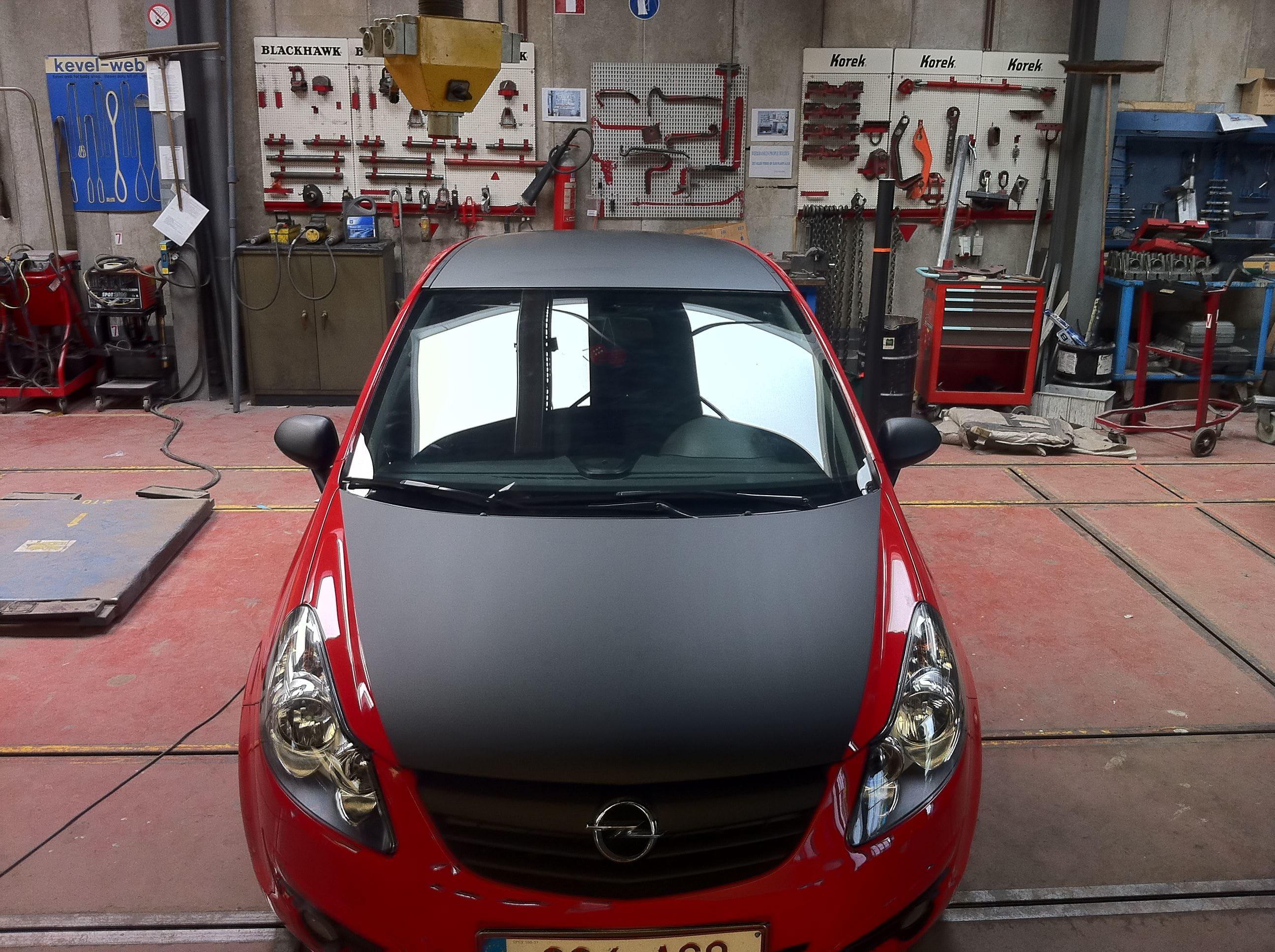 Rode Opel Corsa met Mat Zwarte Accenten, Carwrapping door Wrapmyride.nu Foto-nr:7547, ©2021