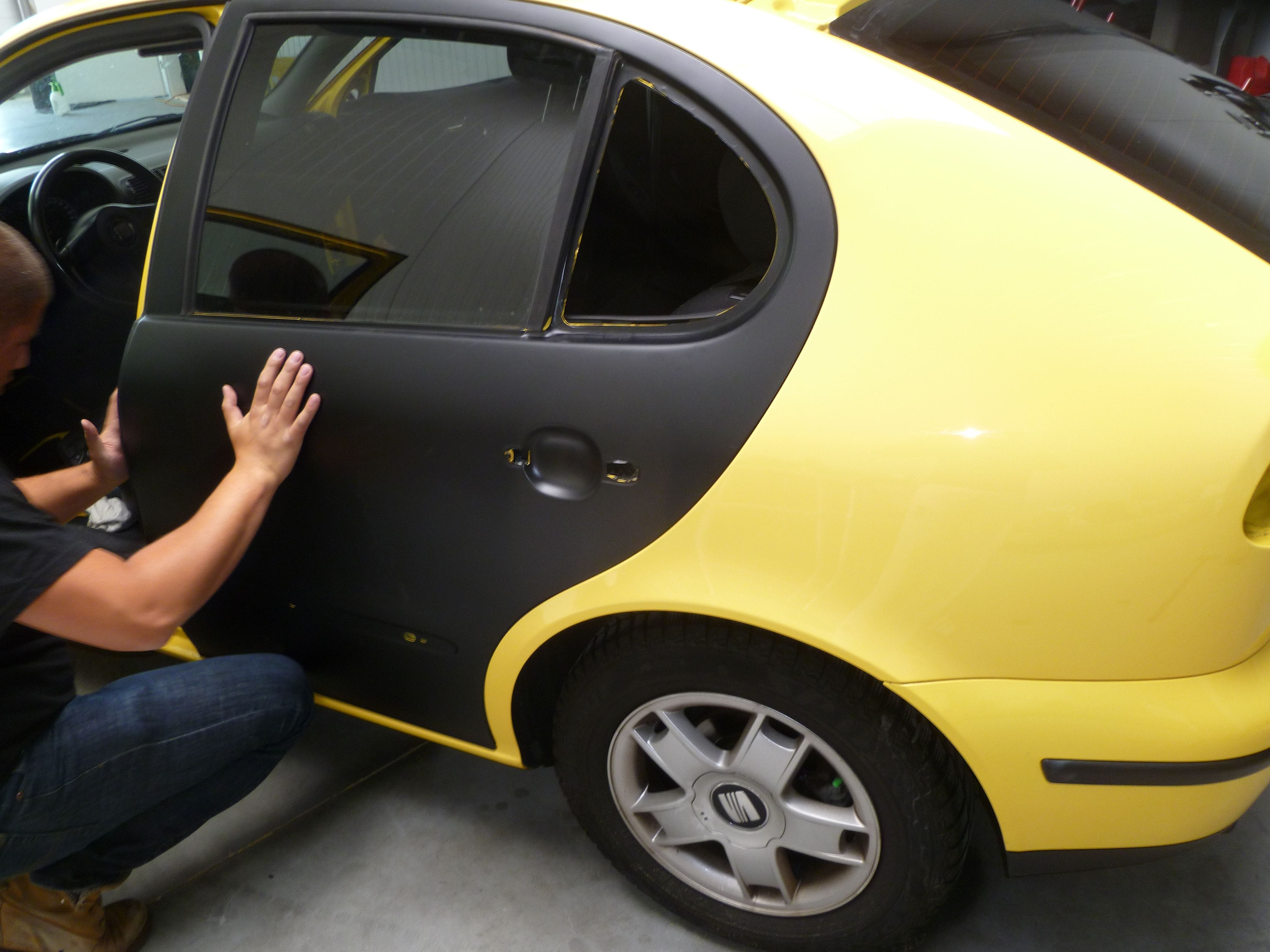 Seat Leon in Mat Zwarte Wrap, Carwrapping door Wrapmyride.nu Foto-nr:7186, ©2021