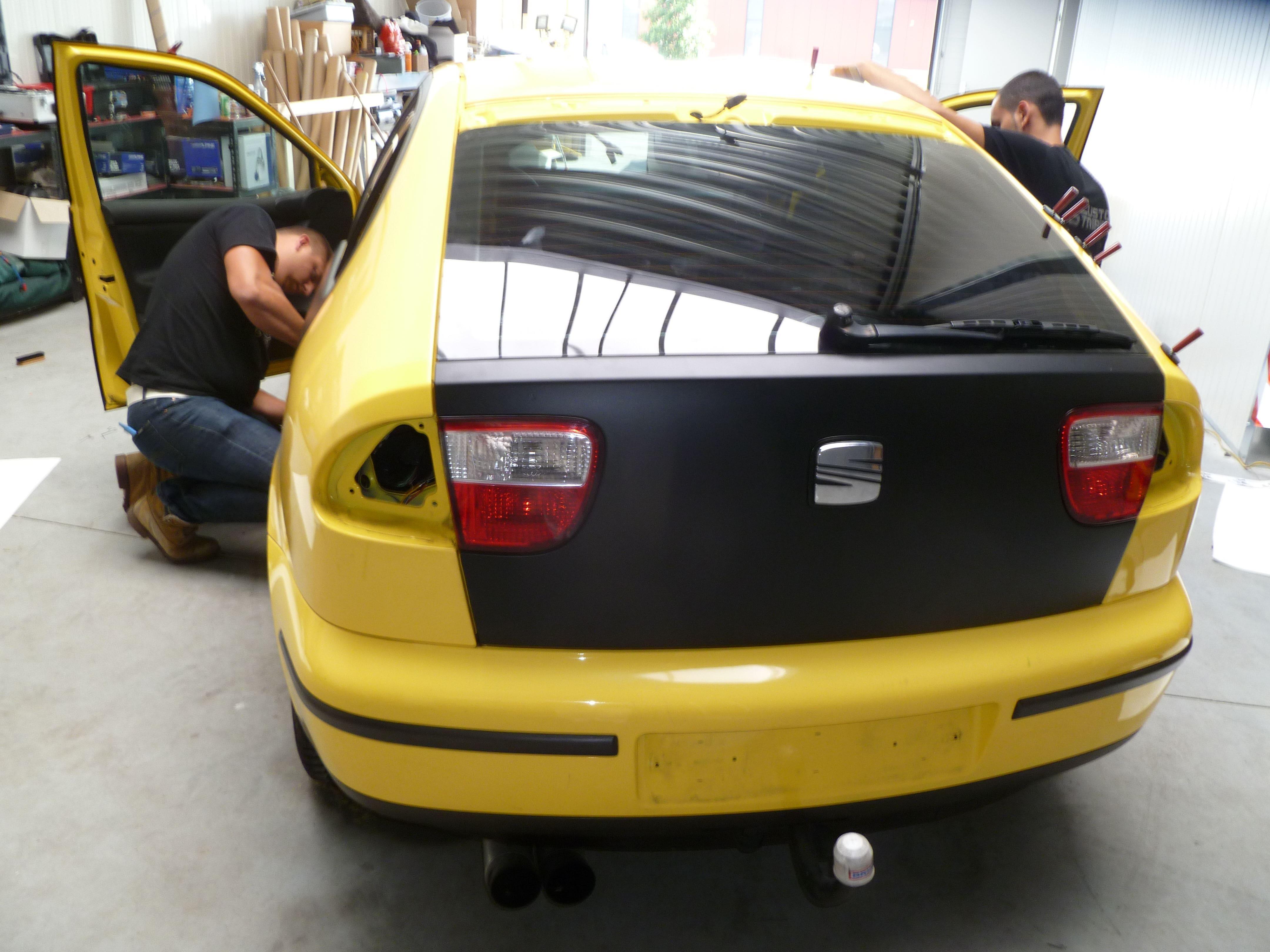 Seat Leon in Mat Zwarte Wrap, Carwrapping door Wrapmyride.nu Foto-nr:7187, ©2021