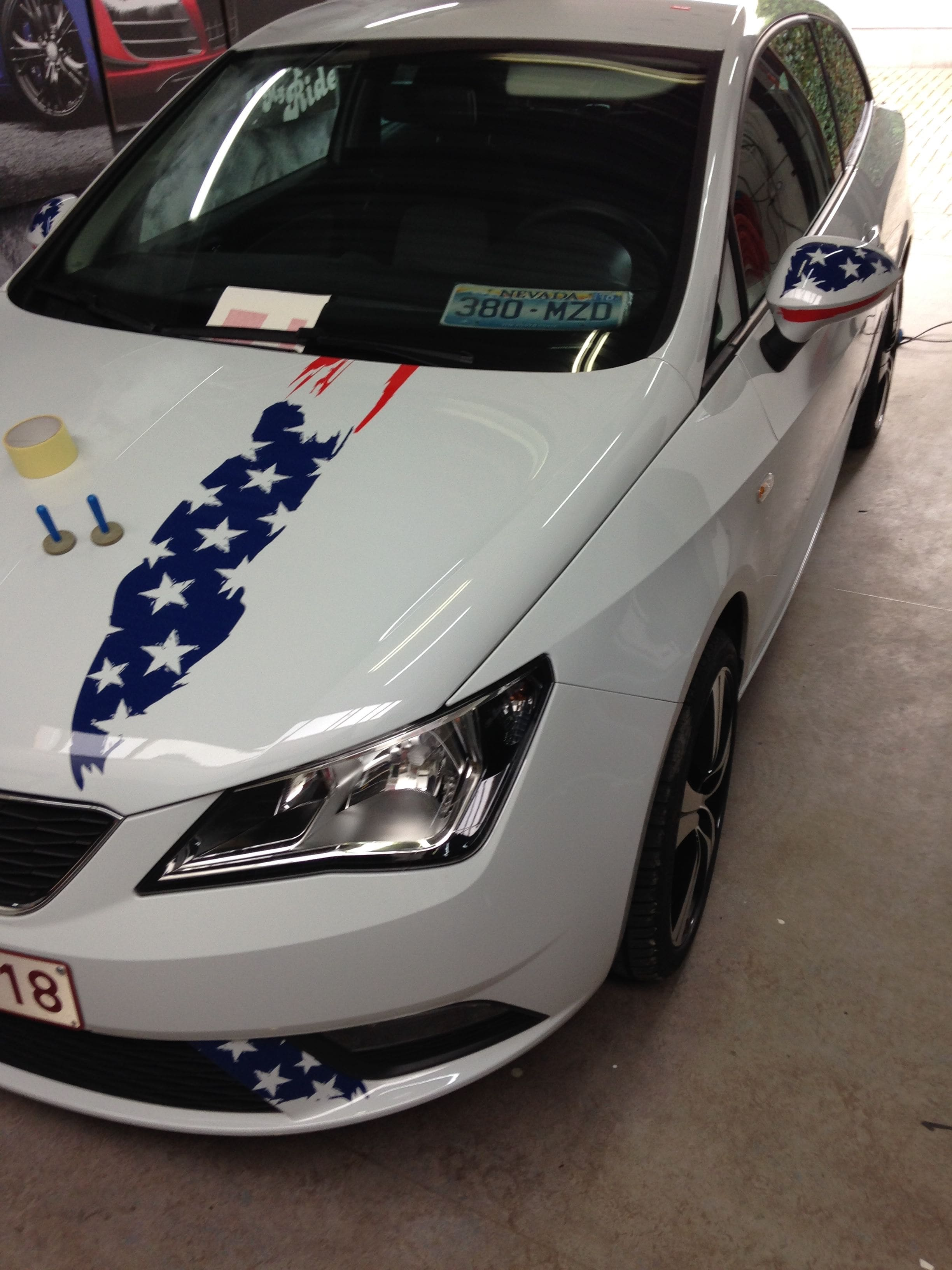 Seat Leon met USA Striping, Carwrapping door Wrapmyride.nu Foto-nr:7463, ©2021