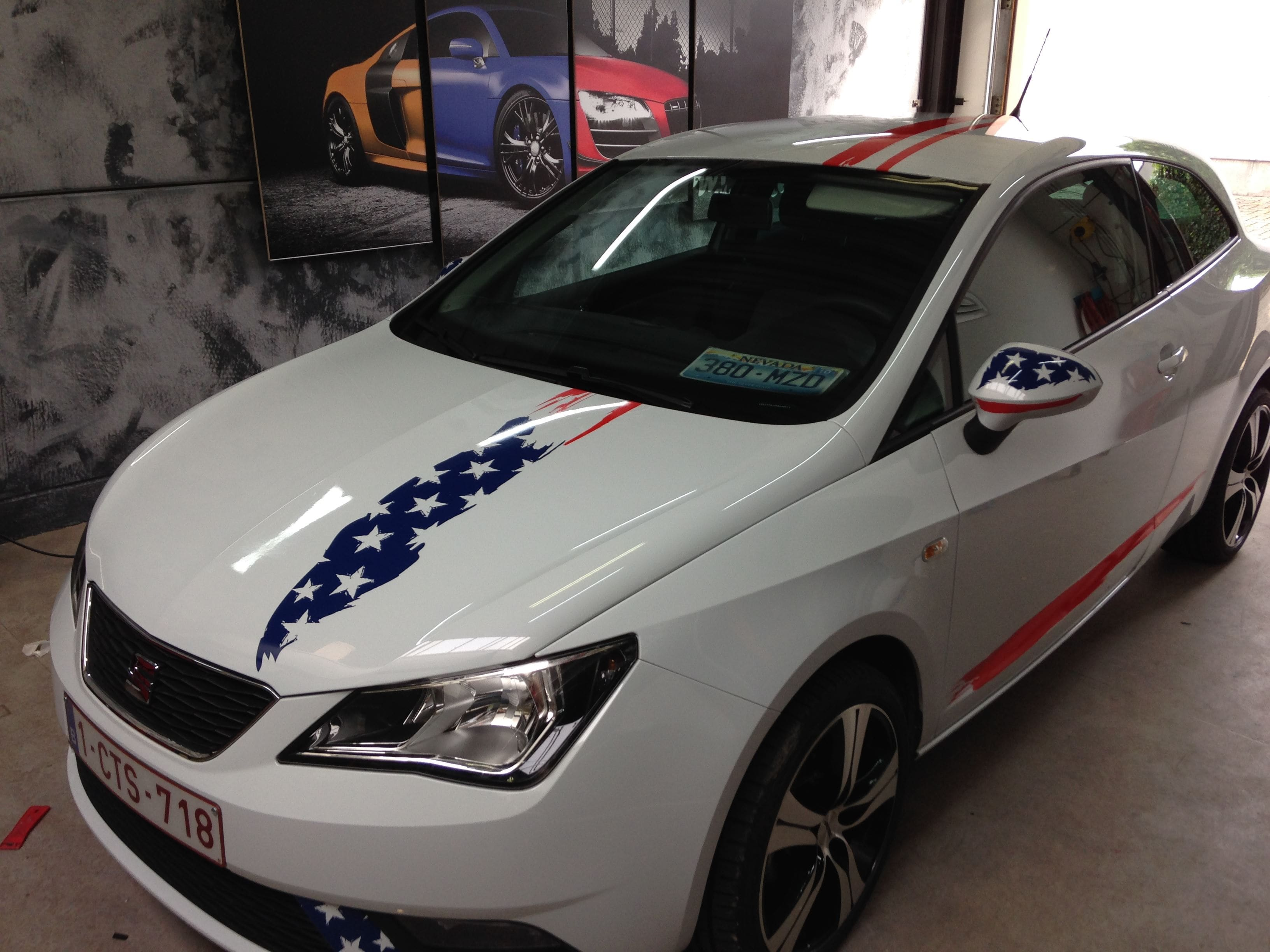 Seat Leon met USA Striping, Carwrapping door Wrapmyride.nu Foto-nr:7464, ©2021