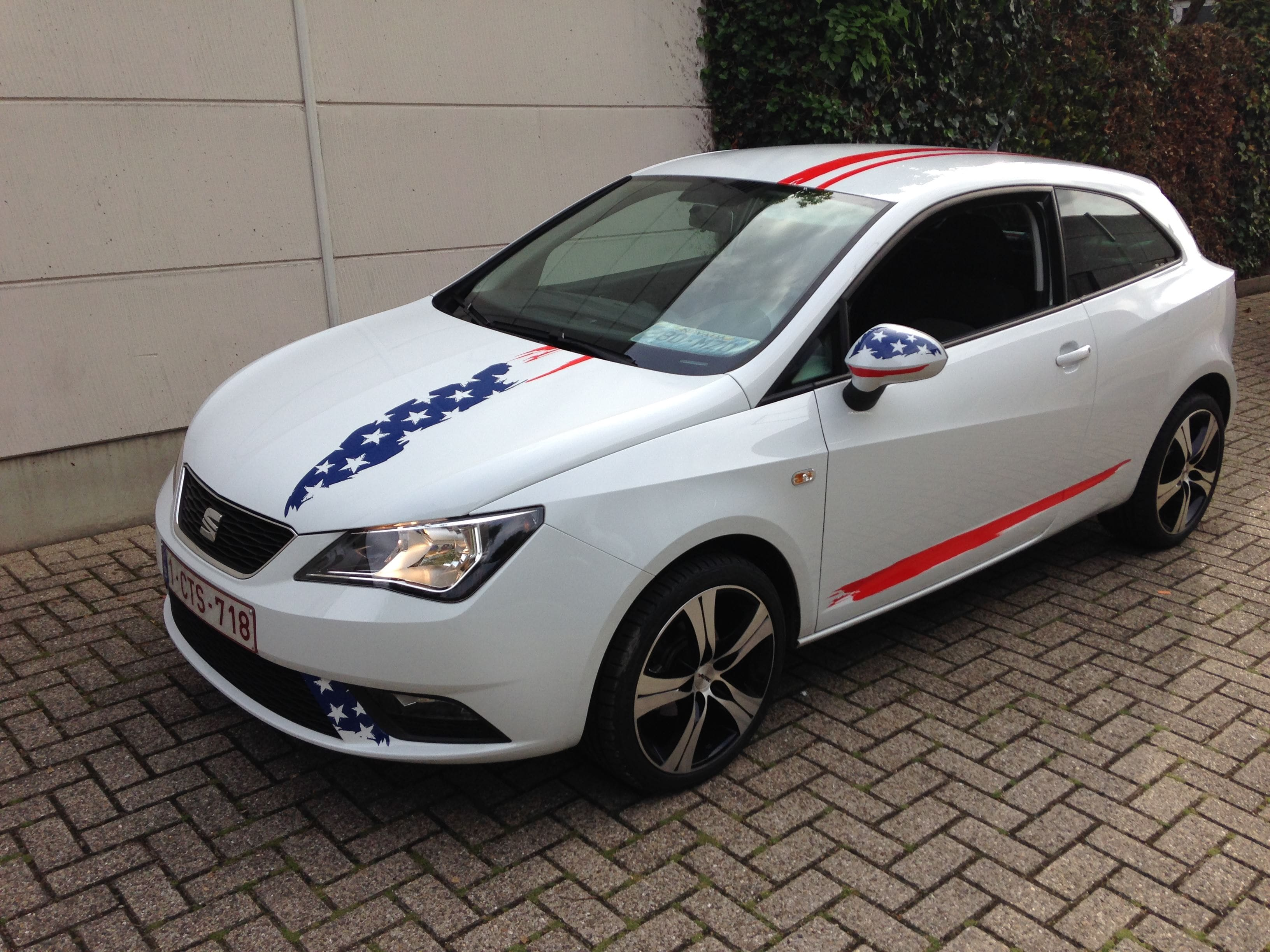 Seat Leon met USA Striping, Carwrapping door Wrapmyride.nu Foto-nr:7466, ©2021