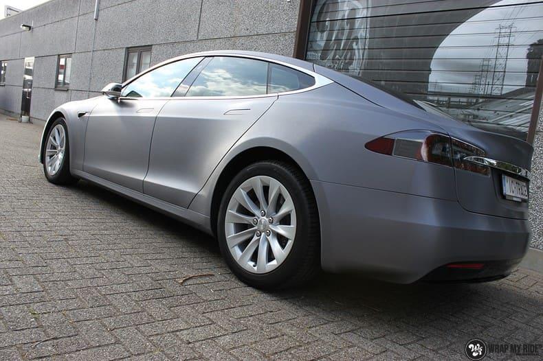 Tesla Model S brushed steel, Carwrapping door Wrapmyride.nu Foto-nr:9948, ©2021