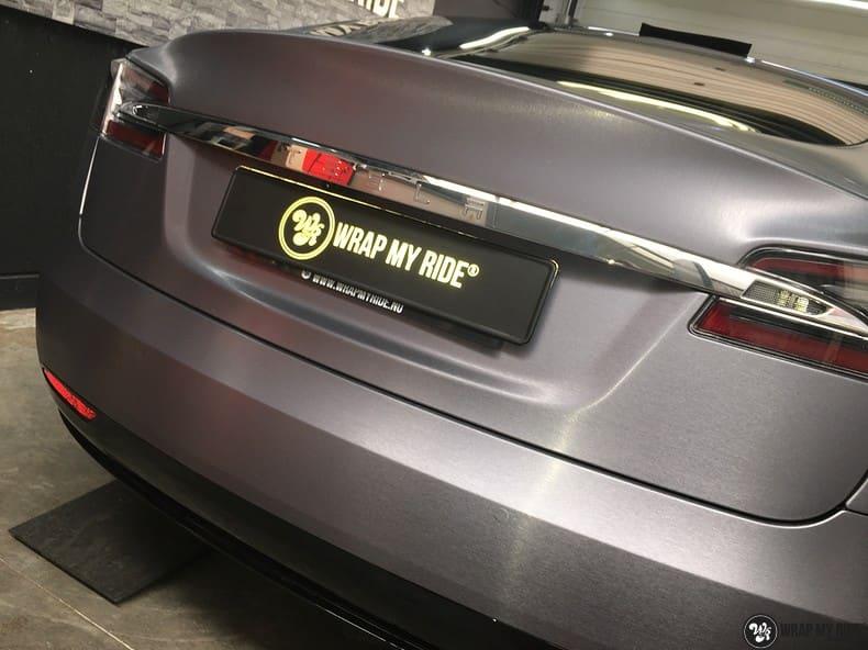 Tesla Model S brushed steel, Carwrapping door Wrapmyride.nu Foto-nr:9930, ©2018