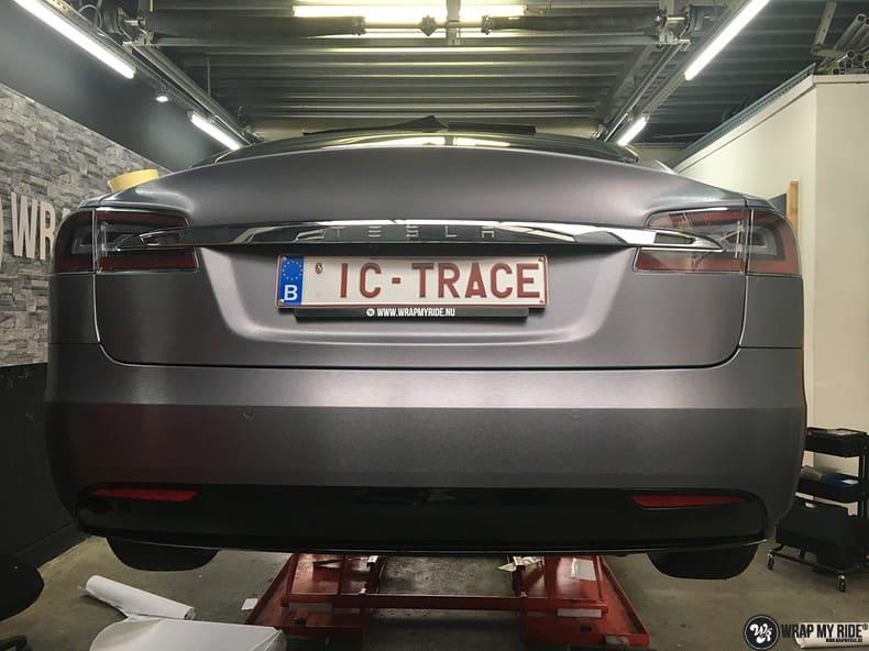 Tesla Model S brushed steel, Carwrapping door Wrapmyride.nu Foto-nr:9963, ©2018
