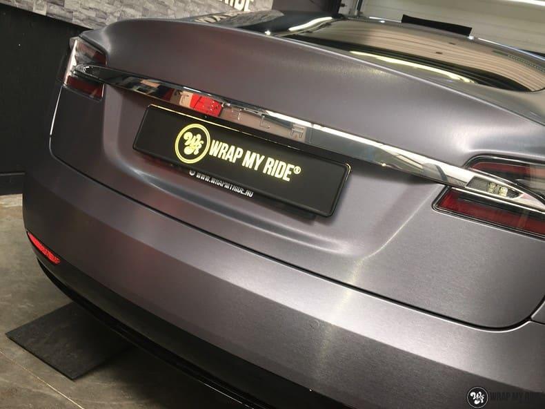 Tesla Model S brushed steel, Carwrapping door Wrapmyride.nu Foto-nr:9916, ©2018