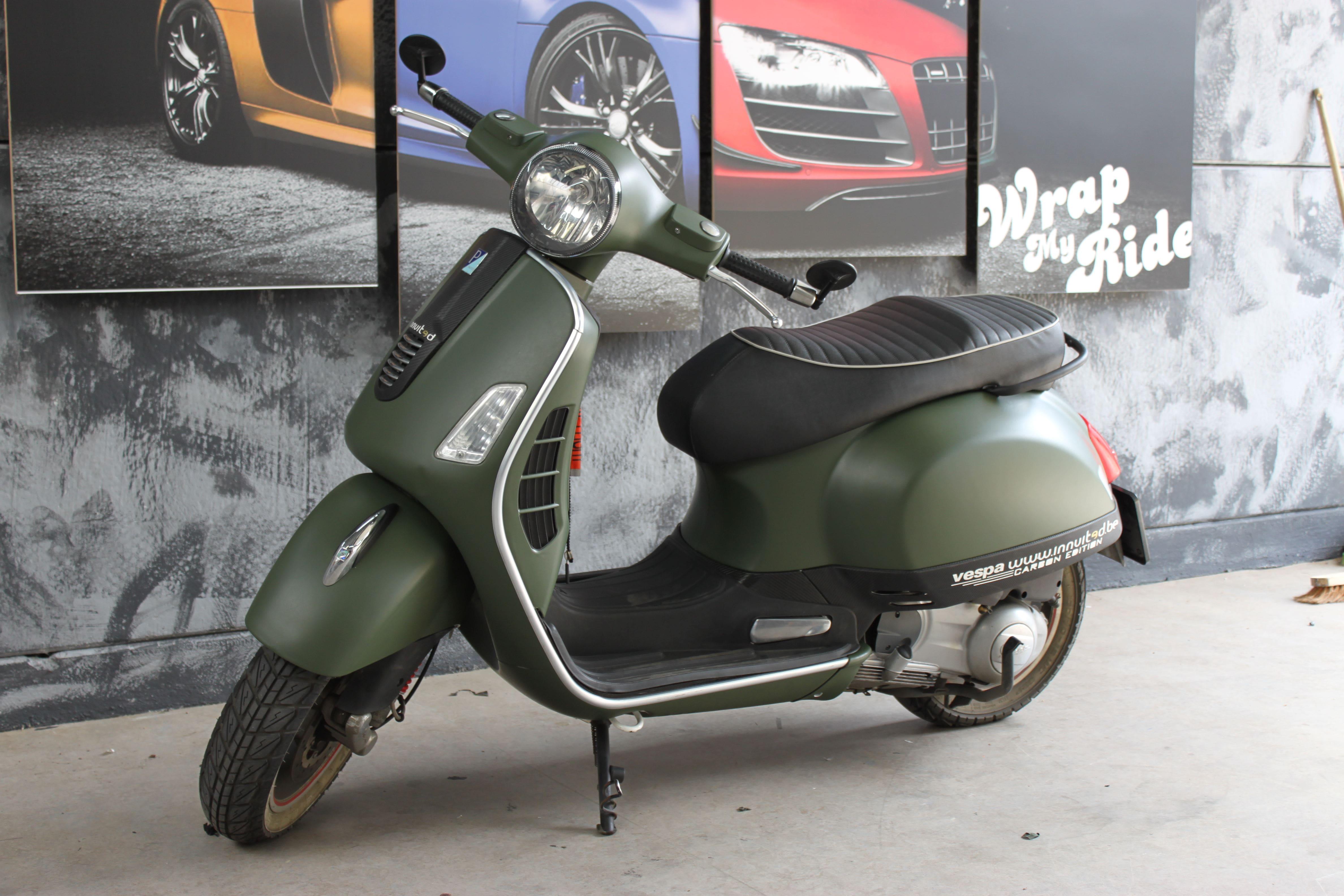 Vespa met Wrap in Military Green, Carwrapping door Wrapmyride.nu Foto-nr:7259, ©2021