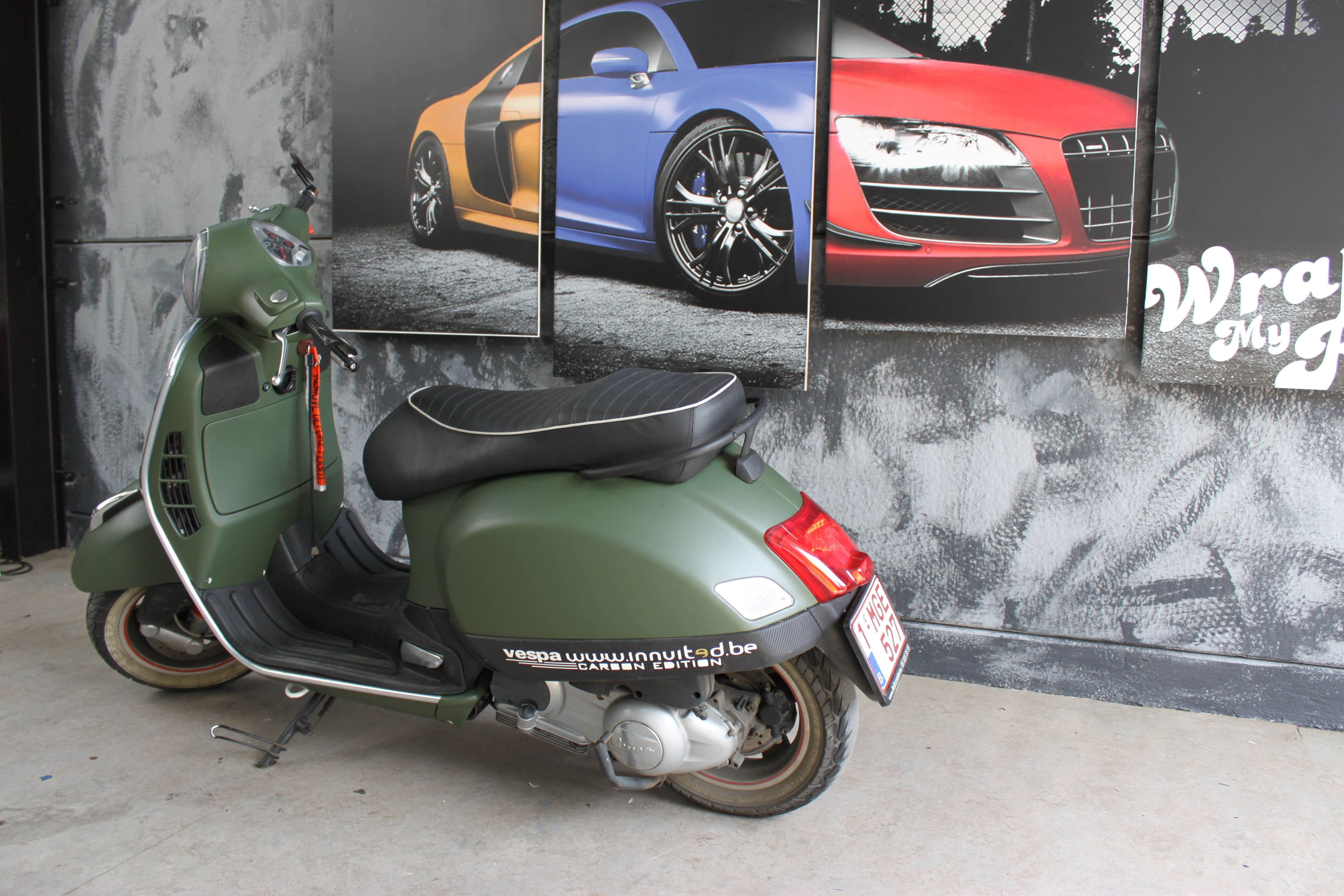 Vespa met Wrap in Military Green, Carwrapping door Wrapmyride.nu Foto-nr:7260, ©2021