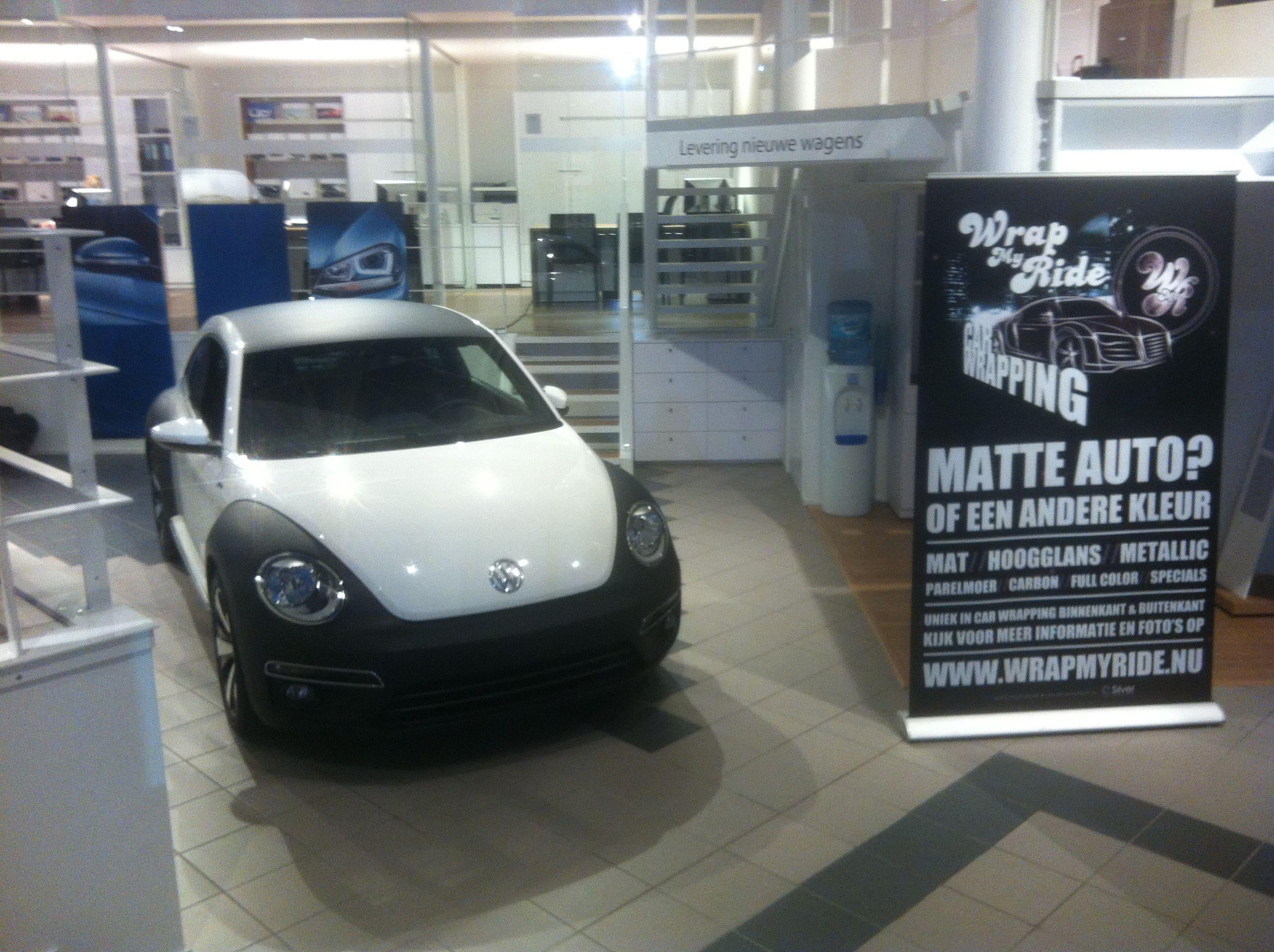 Volkswagen Beetle R-Line met een Witte Wrap met Zwarte Accenten, Carwrapping door Wrapmyride.nu Foto-nr:7297, ©2021