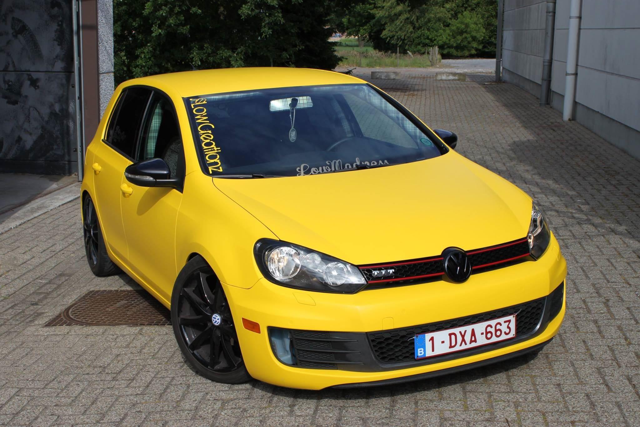 Volkswagen Golf 6 met Mat Bright Yellow Wrap voor Low Creationz, Carwrapping door Wrapmyride.nu Foto-nr:7586, ©2021
