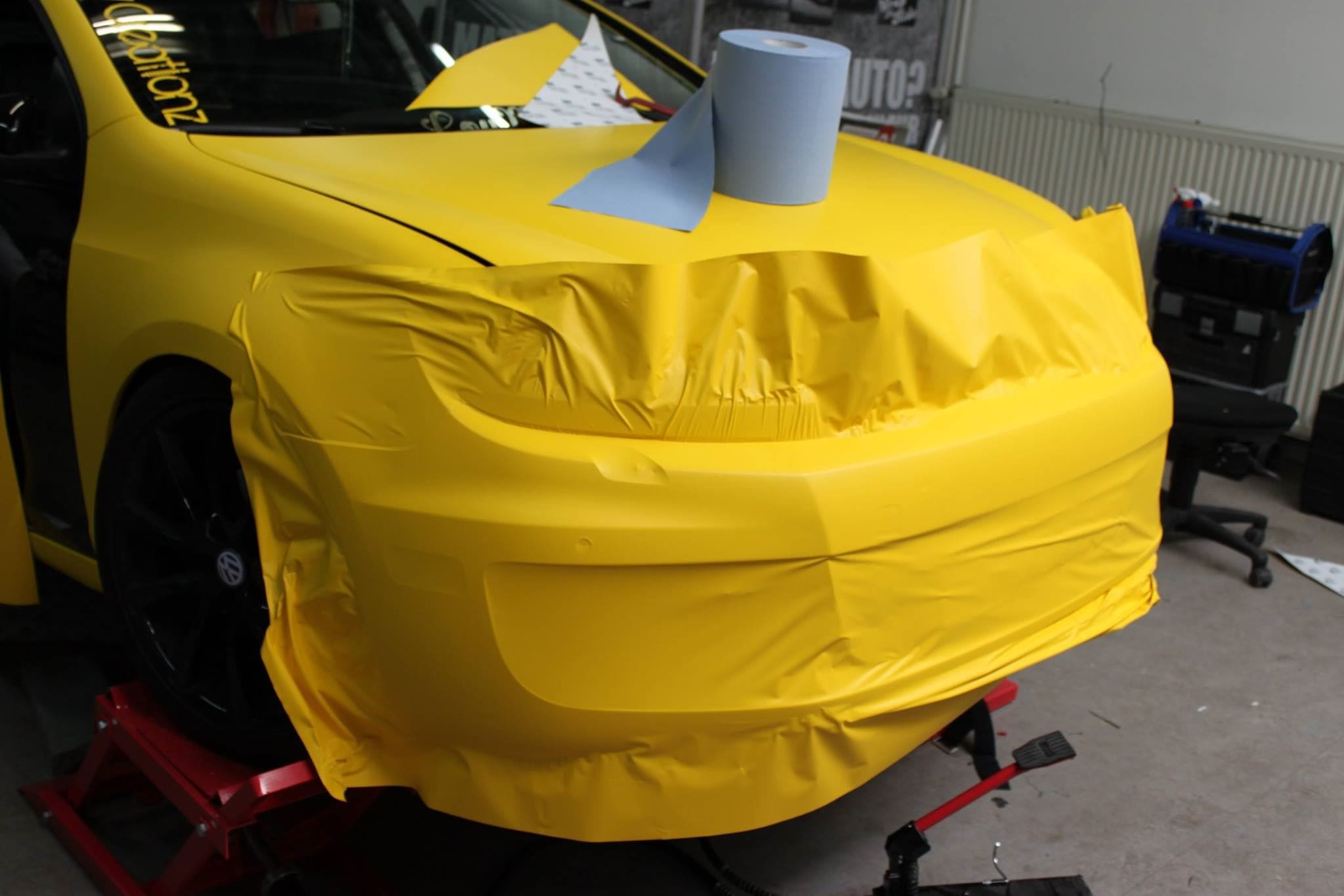 Volkswagen Golf 6 met Mat Bright Yellow Wrap voor Low Creationz, Carwrapping door Wrapmyride.nu Foto-nr:7587, ©2020