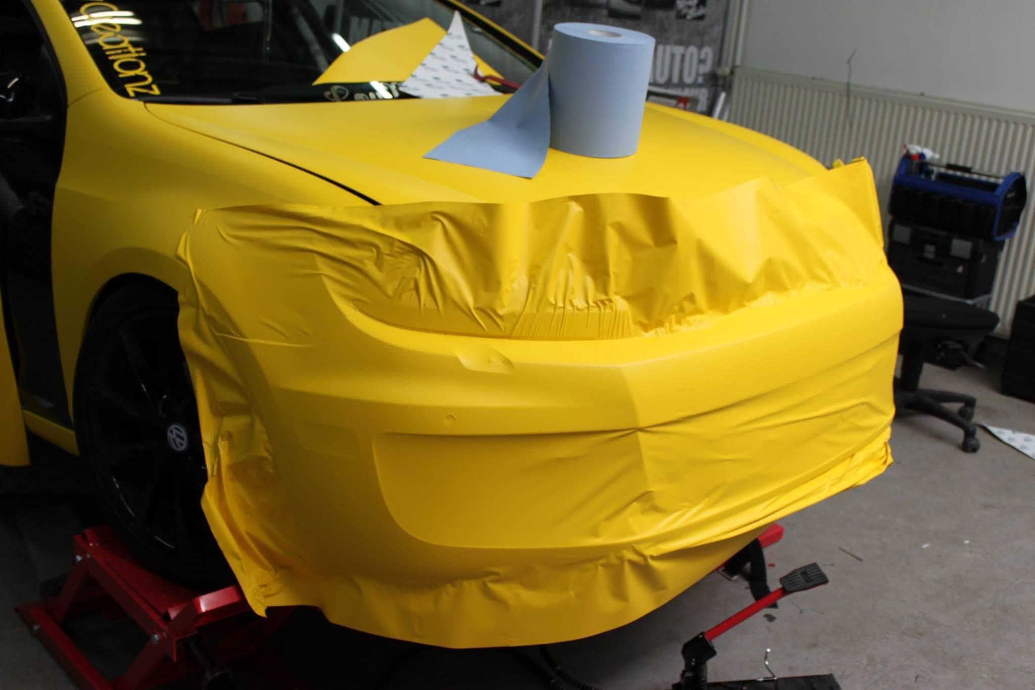 Volkswagen Golf 6 met Mat Bright Yellow Wrap voor Low Creationz, Carwrapping door Wrapmyride.nu Foto-nr:7587, ©2021