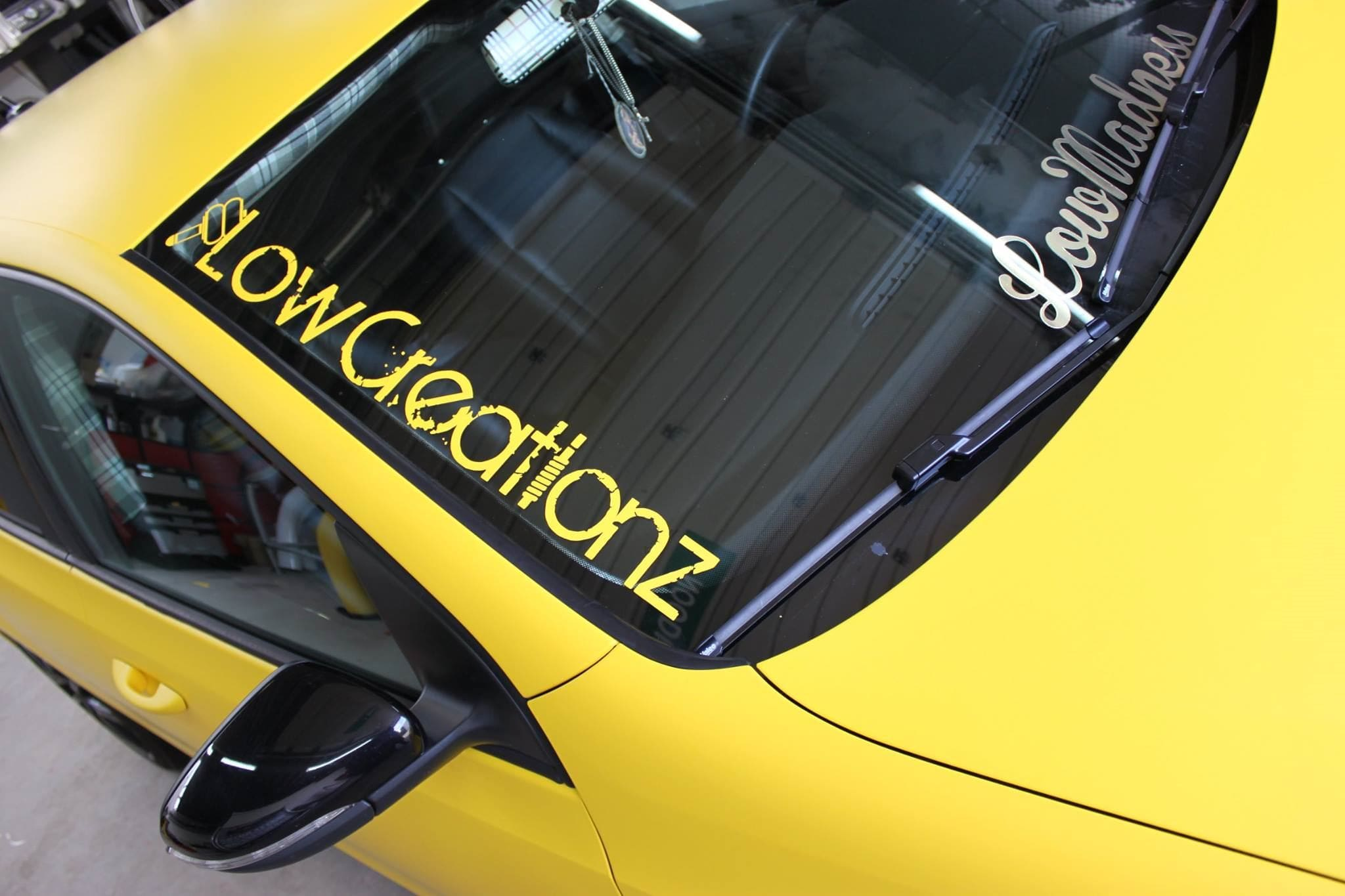 Volkswagen Golf 6 met Mat Bright Yellow Wrap voor Low Creationz, Carwrapping door Wrapmyride.nu Foto-nr:7588, ©2020