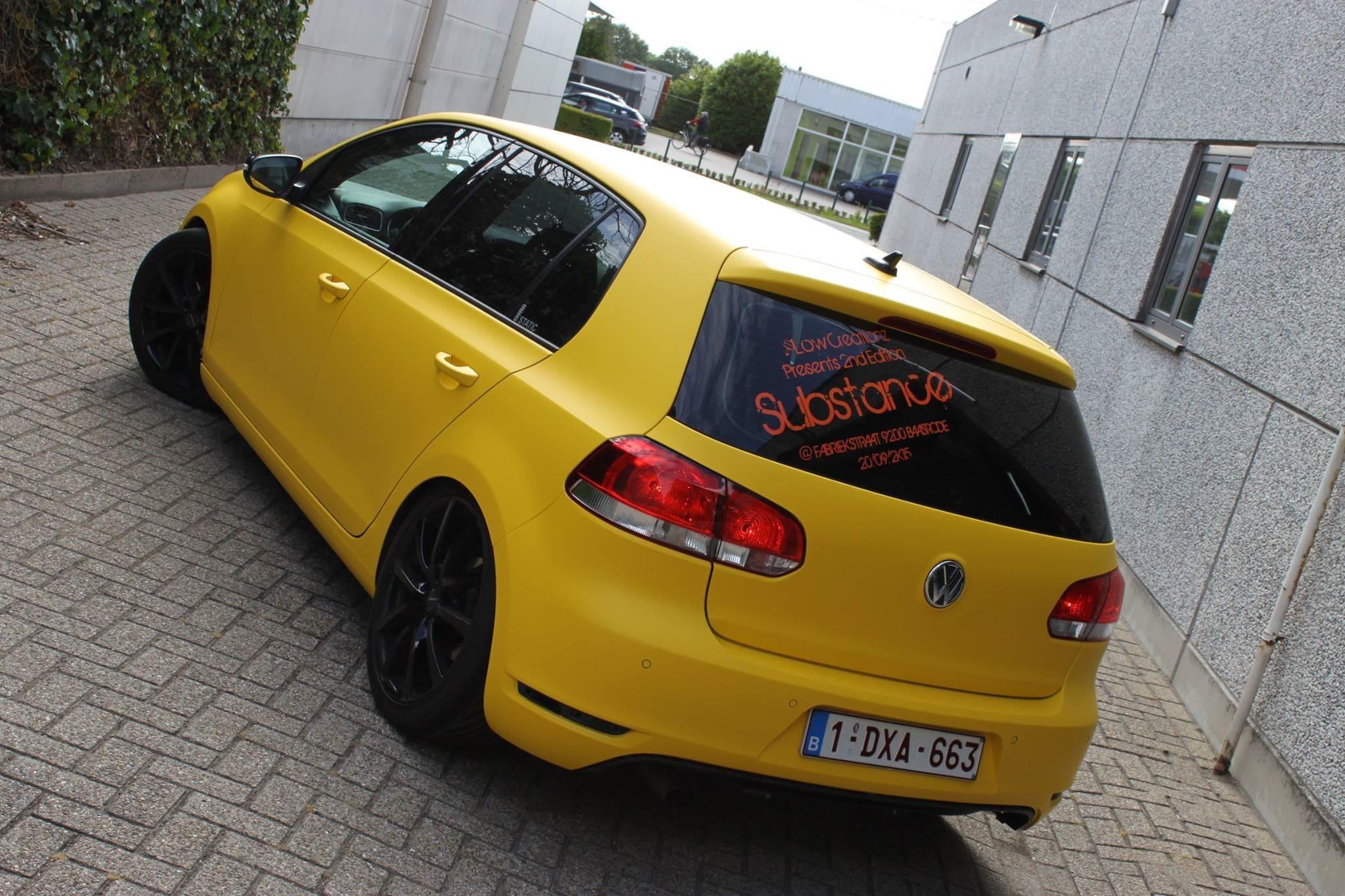 Volkswagen Golf 6 met Mat Bright Yellow Wrap voor Low Creationz, Carwrapping door Wrapmyride.nu Foto-nr:7590, ©2021