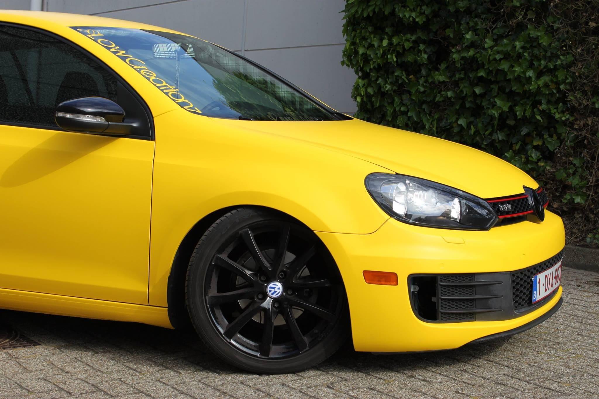 Volkswagen Golf 6 met Mat Bright Yellow Wrap voor Low Creationz, Carwrapping door Wrapmyride.nu Foto-nr:7592, ©2021