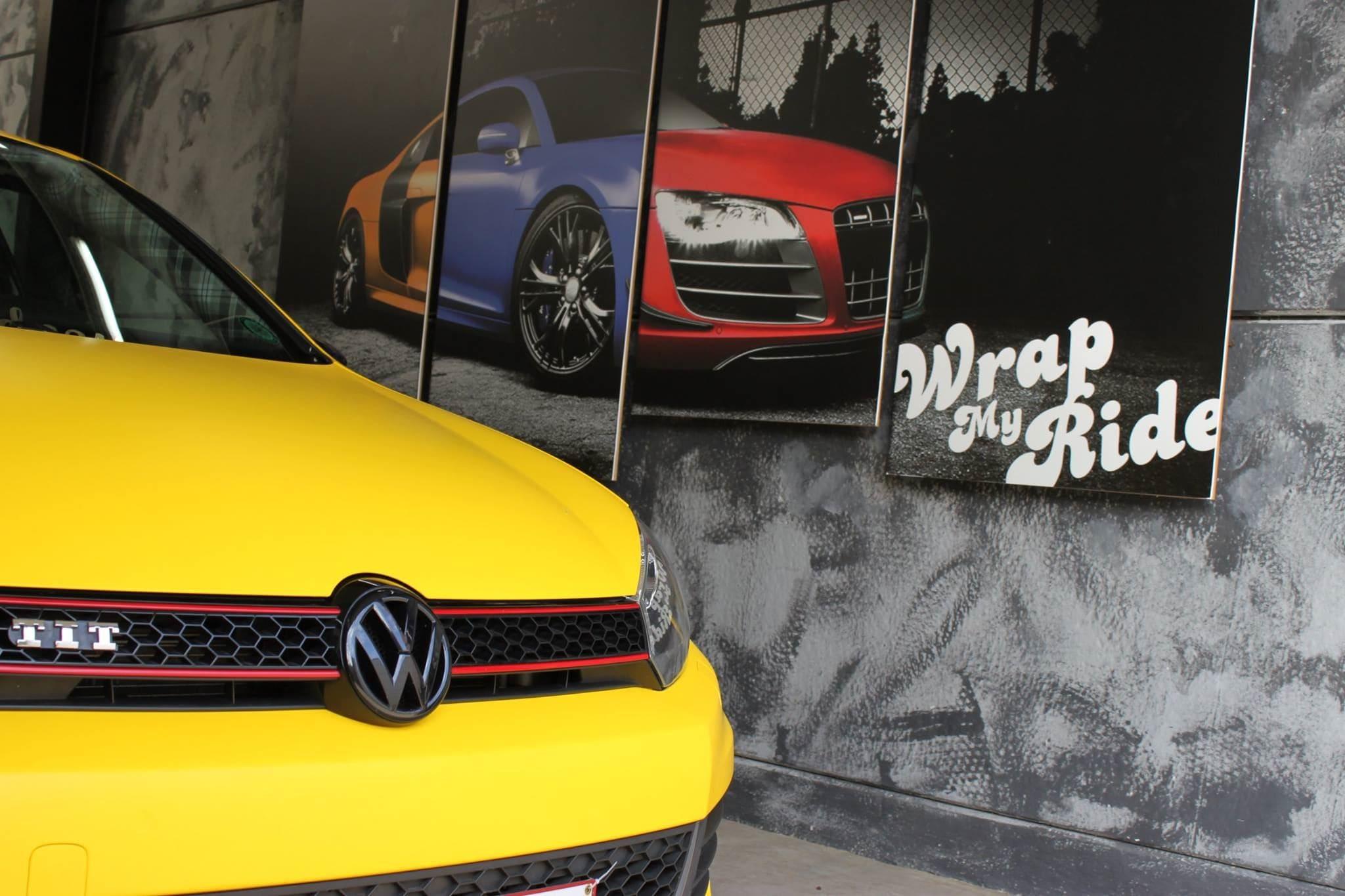 Volkswagen Golf 6 met Mat Bright Yellow Wrap voor Low Creationz, Carwrapping door Wrapmyride.nu Foto-nr:7593, ©2021