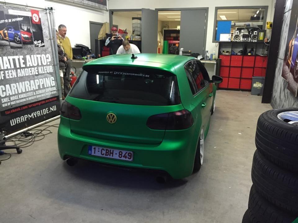 Volkswagen Golf in Satin Sheer Luck Wrap in het Groen, Carwrapping door Wrapmyride.nu Foto-nr:6994, ©2021