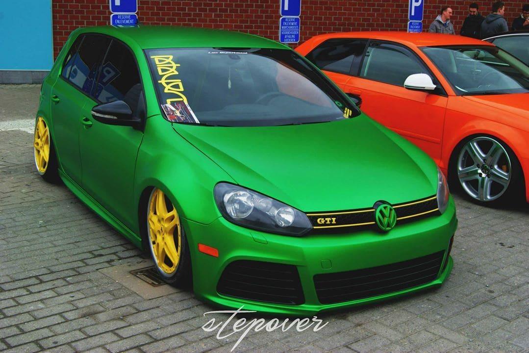 Volkswagen Golf in Satin Sheer Luck Wrap in het Groen, Carwrapping door Wrapmyride.nu Foto-nr:6996, ©2021