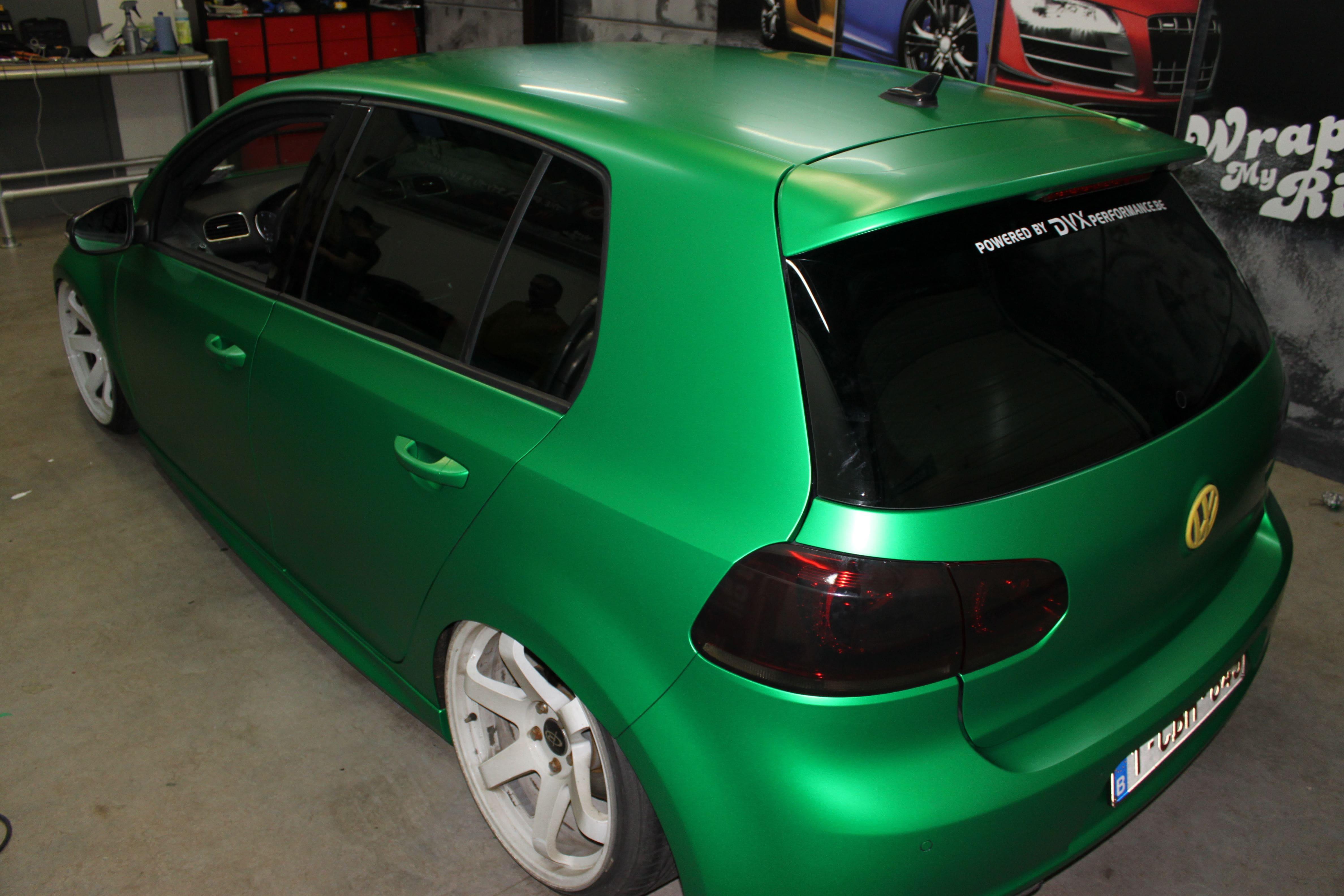 Volkswagen Golf in Satin Sheer Luck Wrap in het Groen, Carwrapping door Wrapmyride.nu Foto-nr:7003, ©2021