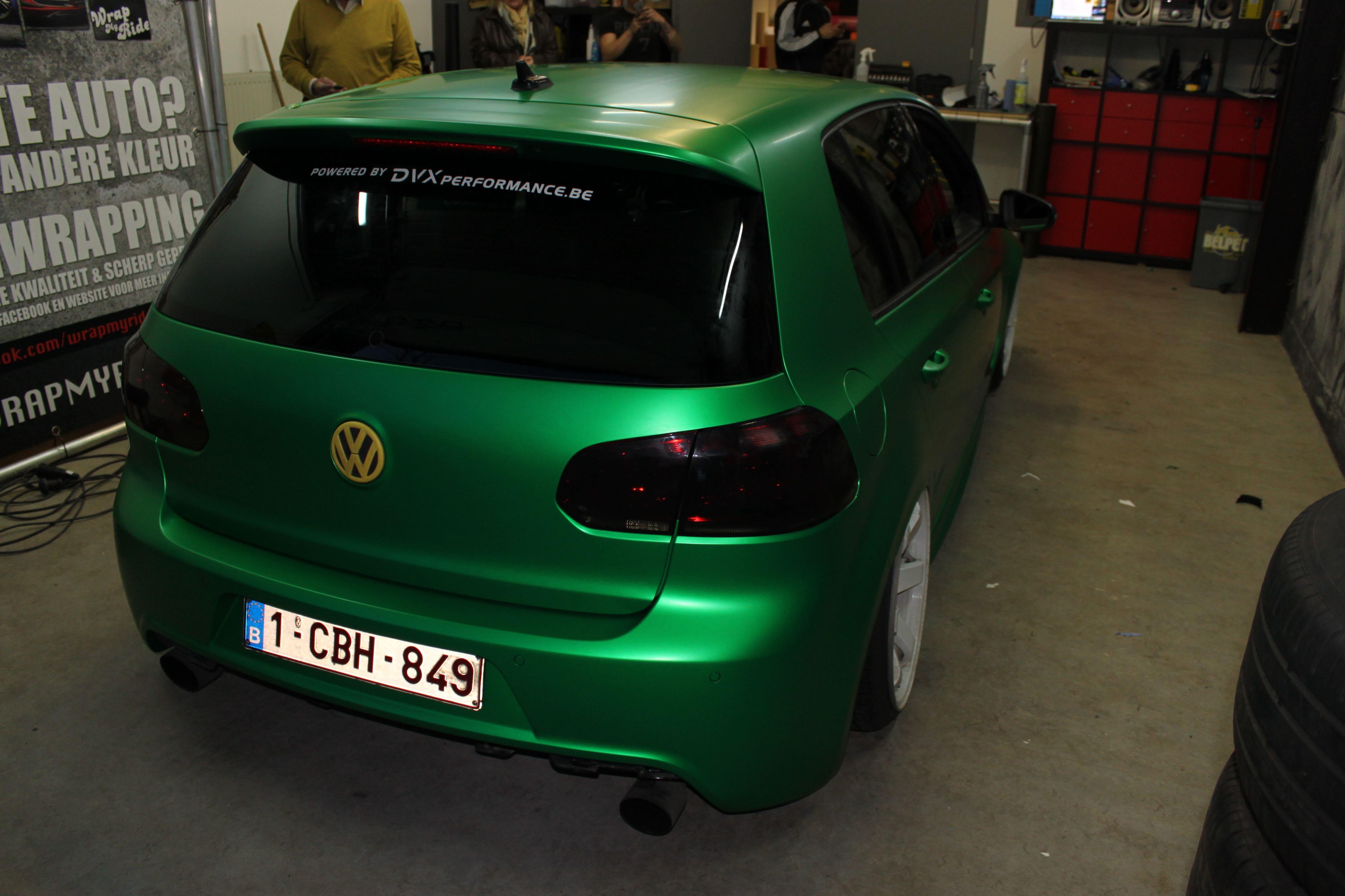 Volkswagen Golf in Satin Sheer Luck Wrap in het Groen, Carwrapping door Wrapmyride.nu Foto-nr:7004, ©2021