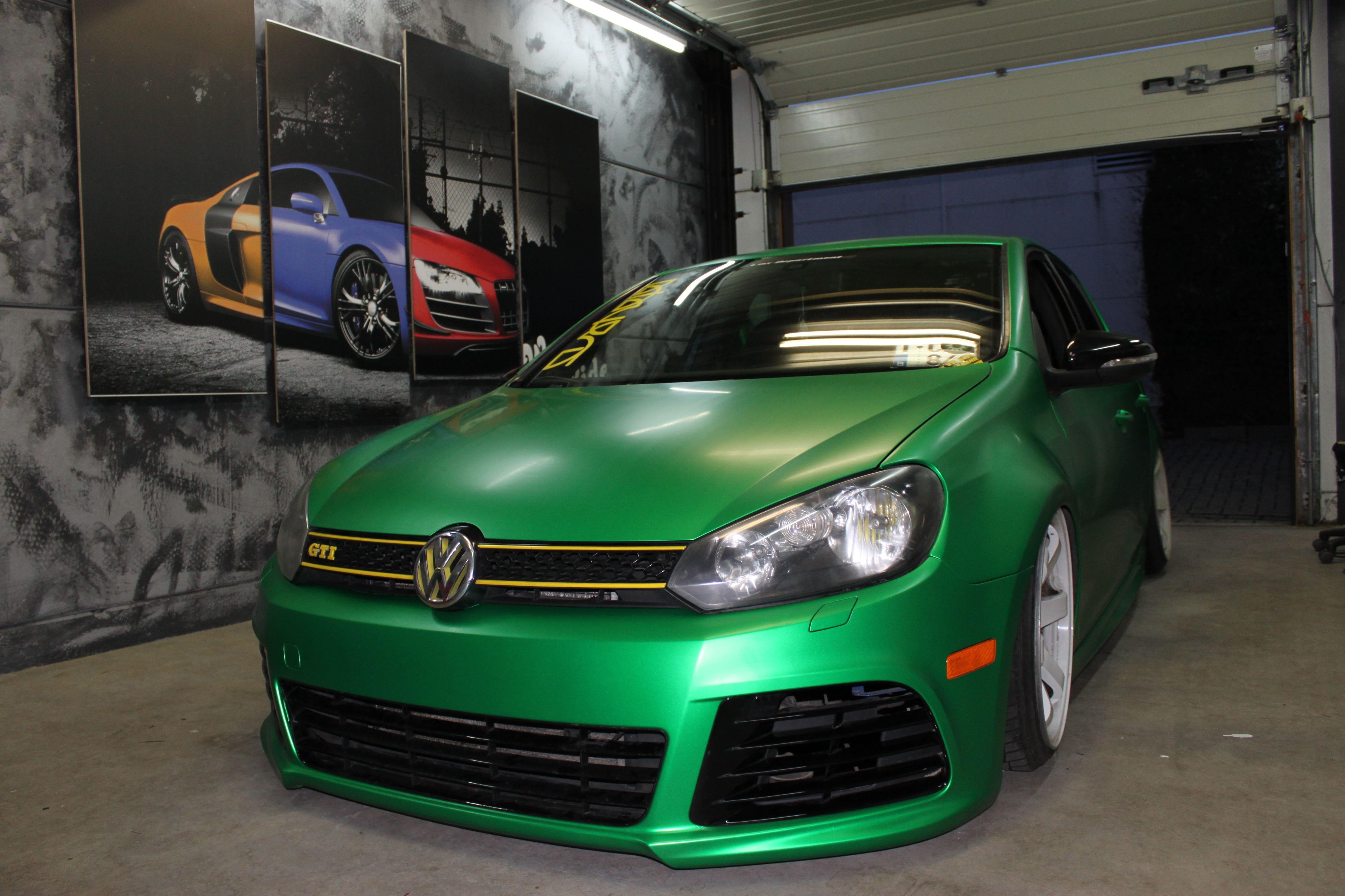 Volkswagen Golf in Satin Sheer Luck Wrap in het Groen, Carwrapping door Wrapmyride.nu Foto-nr:7005, ©2021