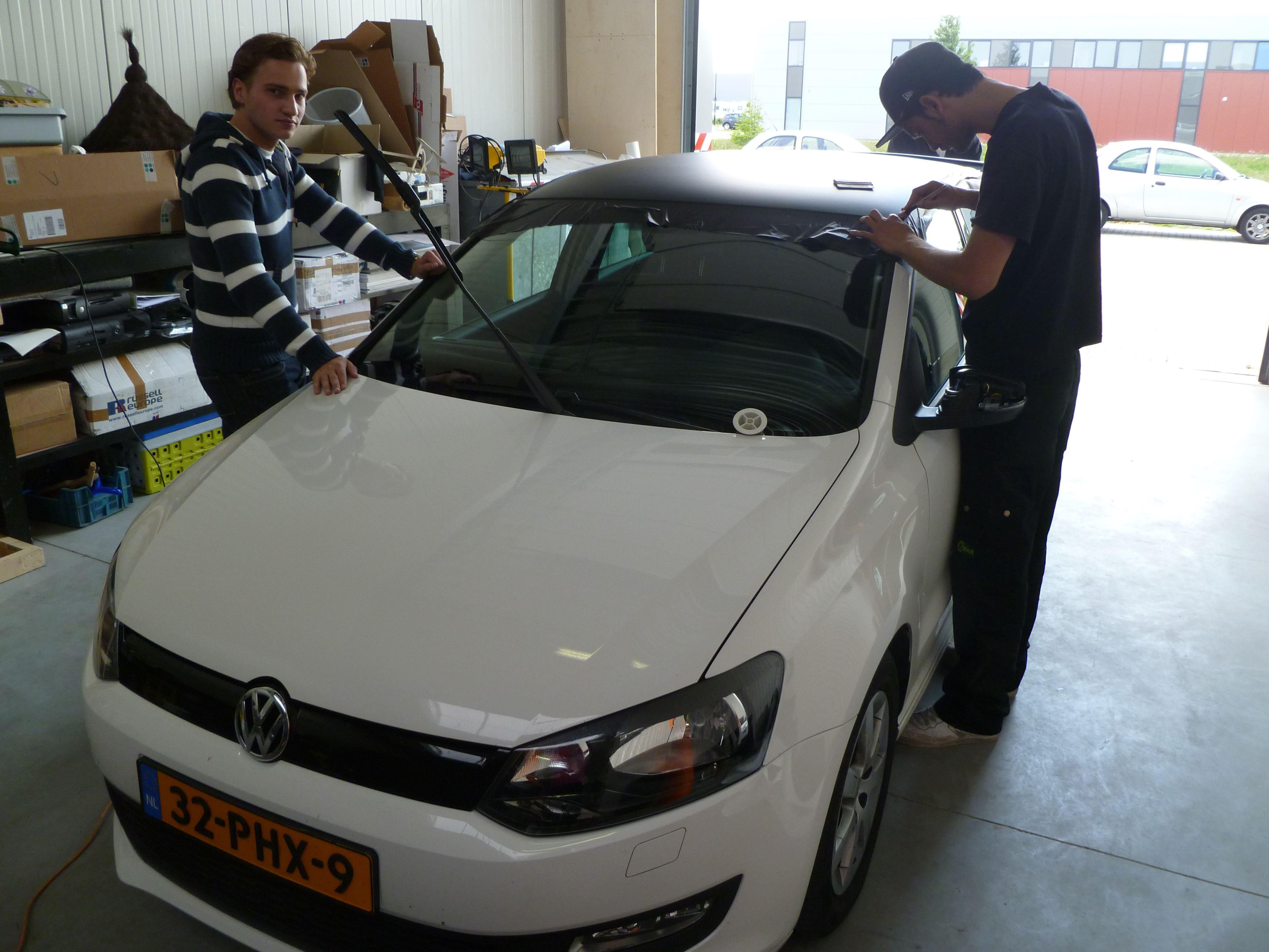 Volkswagen Polo met een witte Wrap, Carwrapping door Wrapmyride.nu Foto-nr:7313, ©2021