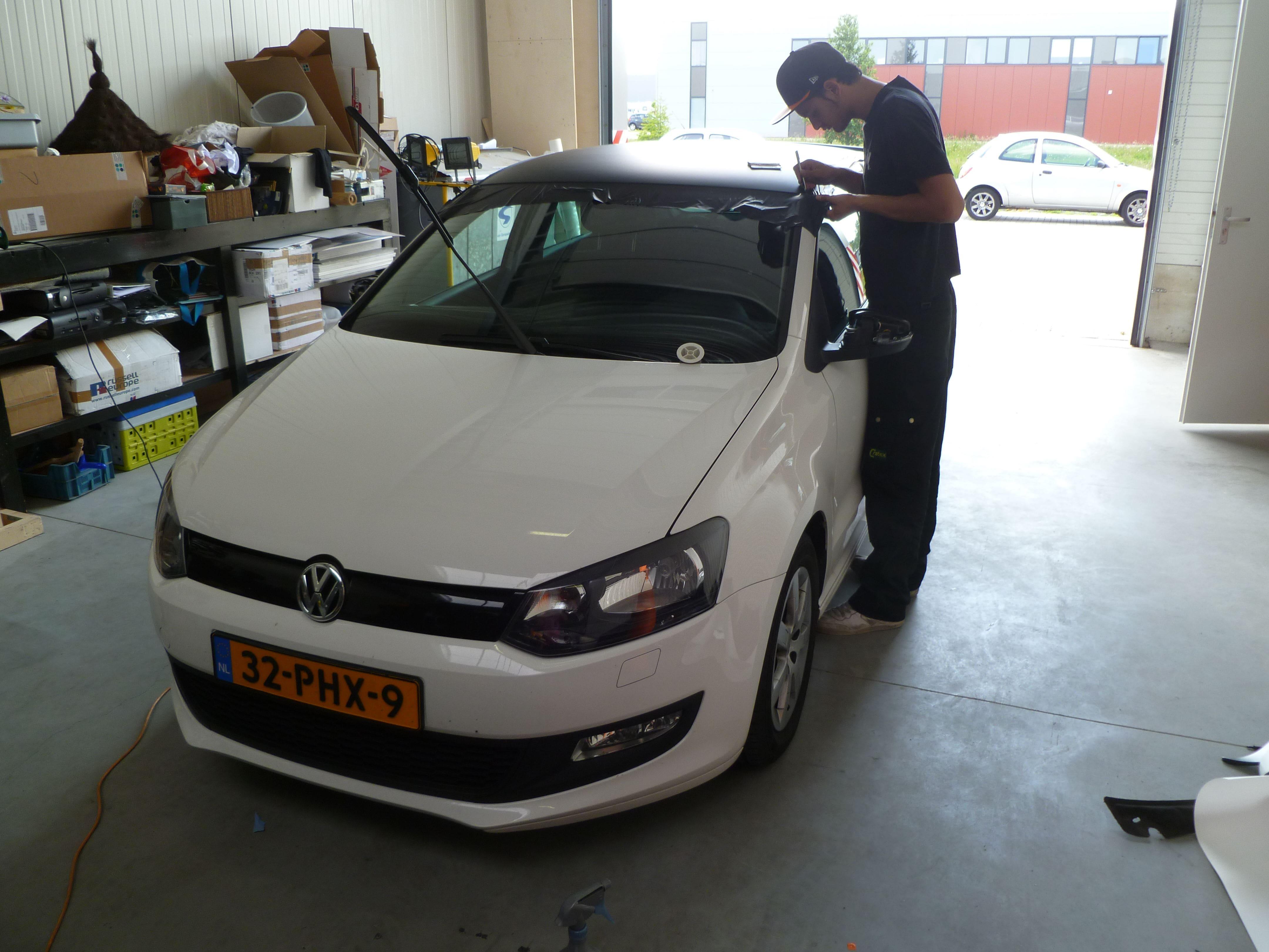 Volkswagen Polo met een witte Wrap, Carwrapping door Wrapmyride.nu Foto-nr:7314, ©2021