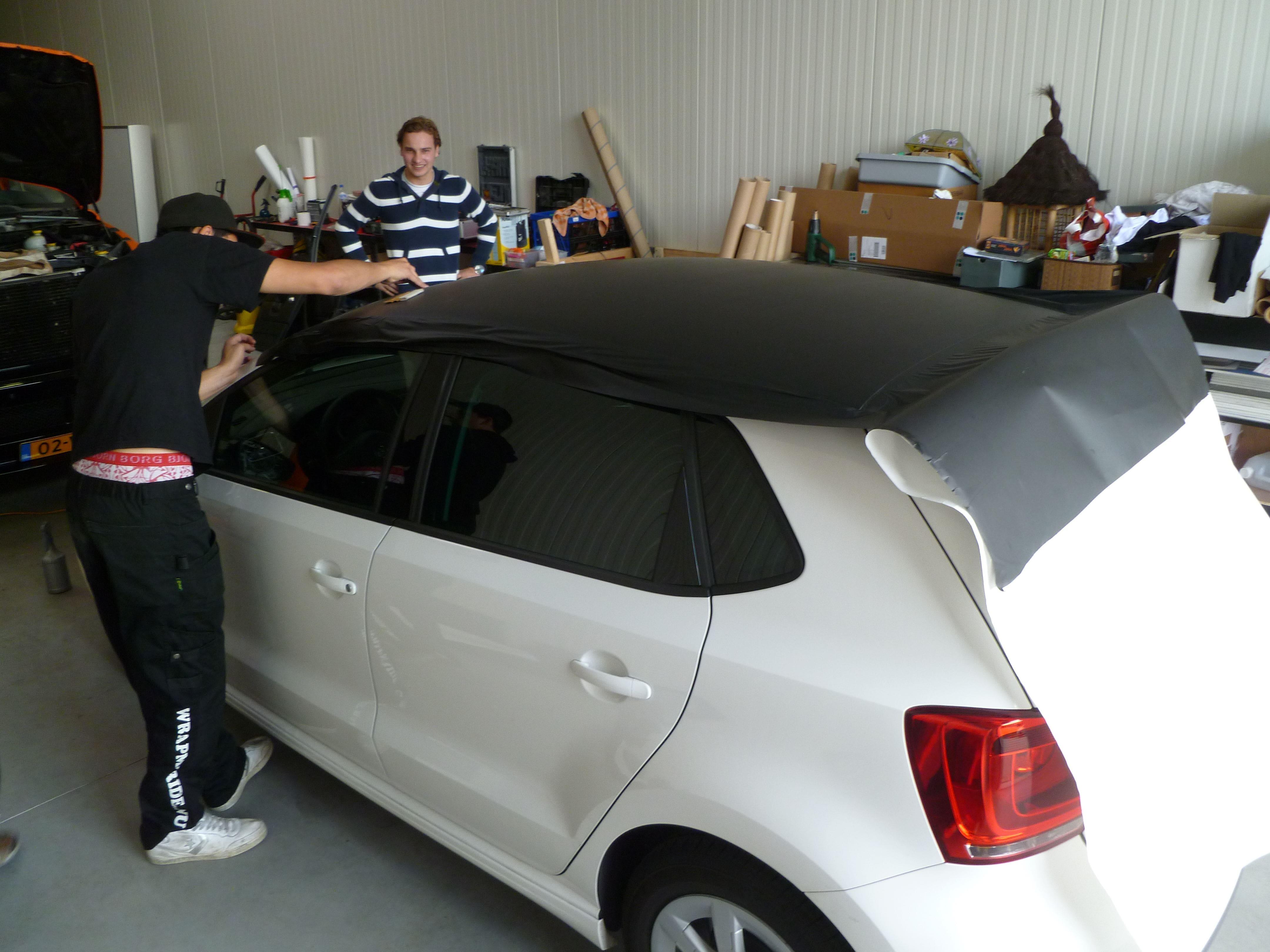 Volkswagen Polo met een witte Wrap, Carwrapping door Wrapmyride.nu Foto-nr:7315, ©2021