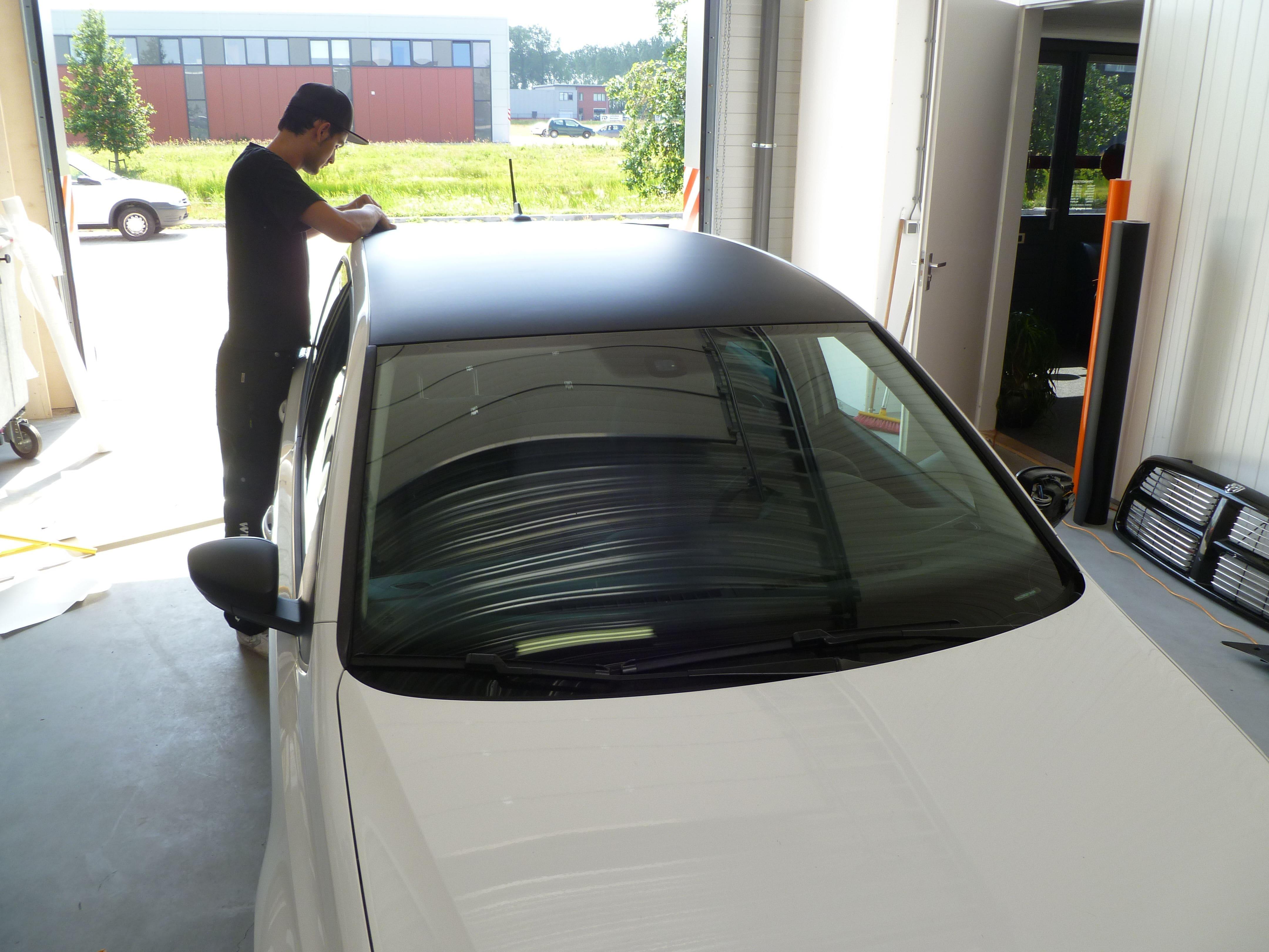 Volkswagen Polo met een witte Wrap, Carwrapping door Wrapmyride.nu Foto-nr:7316, ©2021