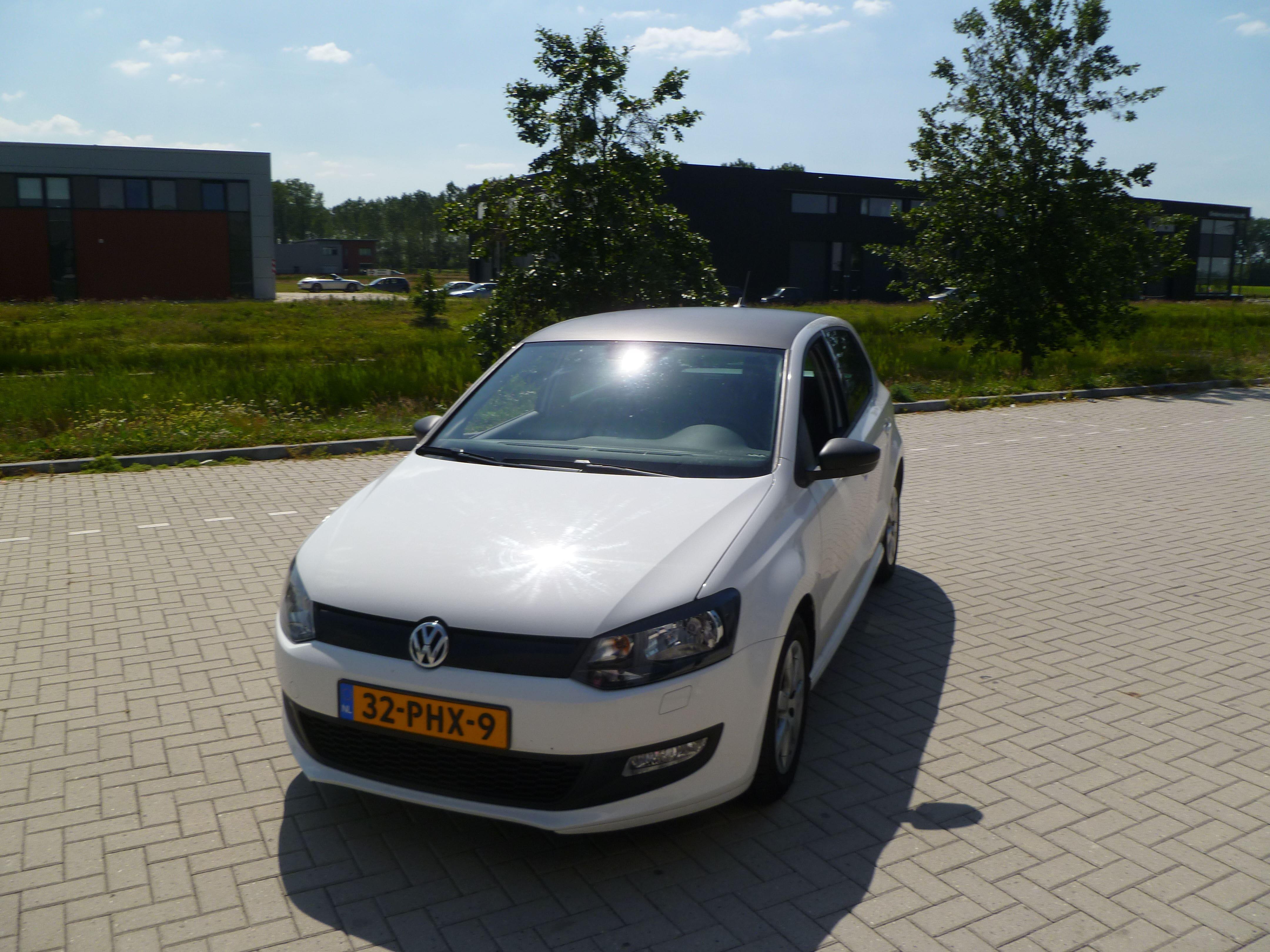 Volkswagen Polo met een witte Wrap, Carwrapping door Wrapmyride.nu Foto-nr:7317, ©2021