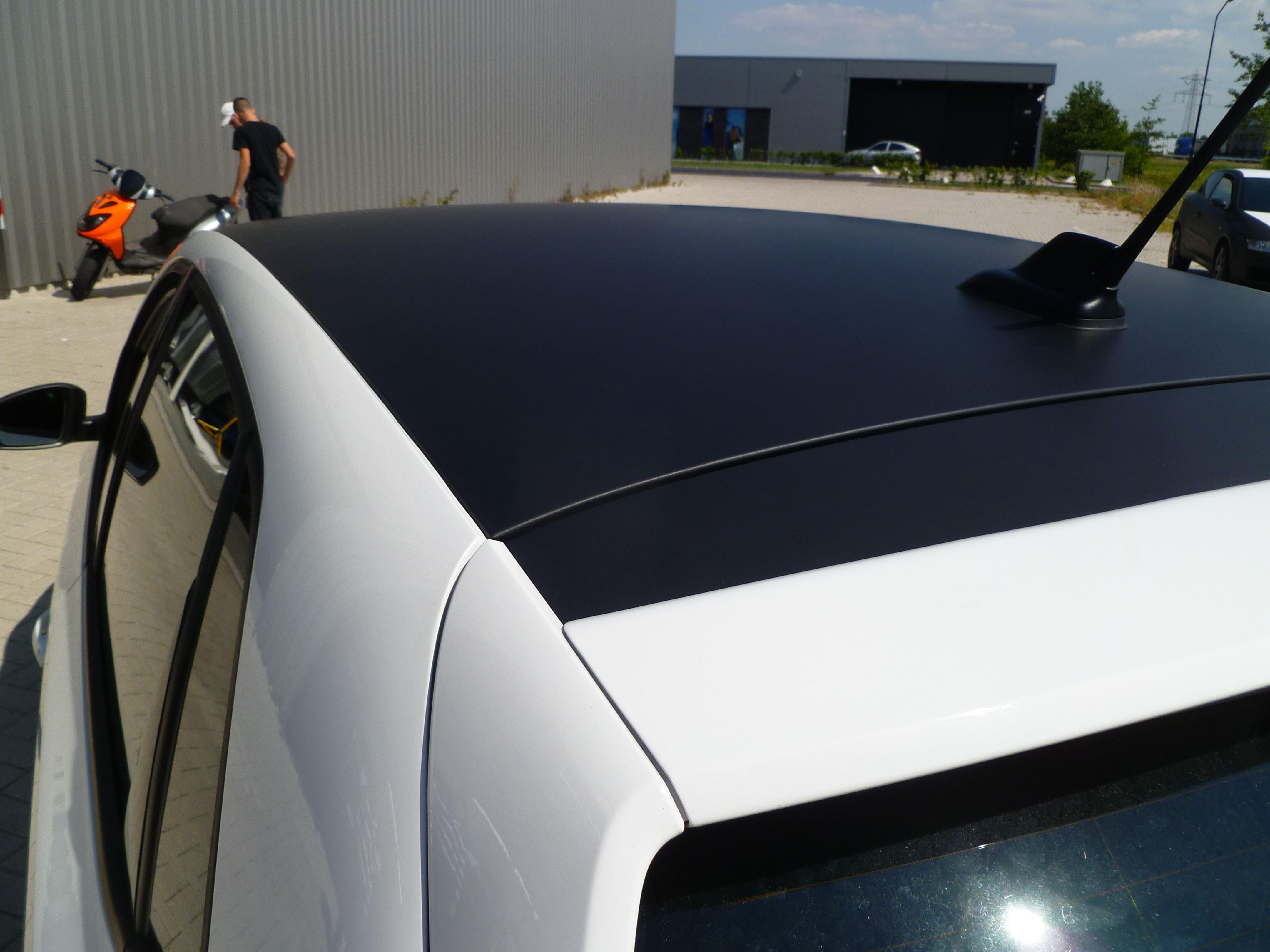 Volkswagen Polo met een witte Wrap, Carwrapping door Wrapmyride.nu Foto-nr:7319, ©2021
