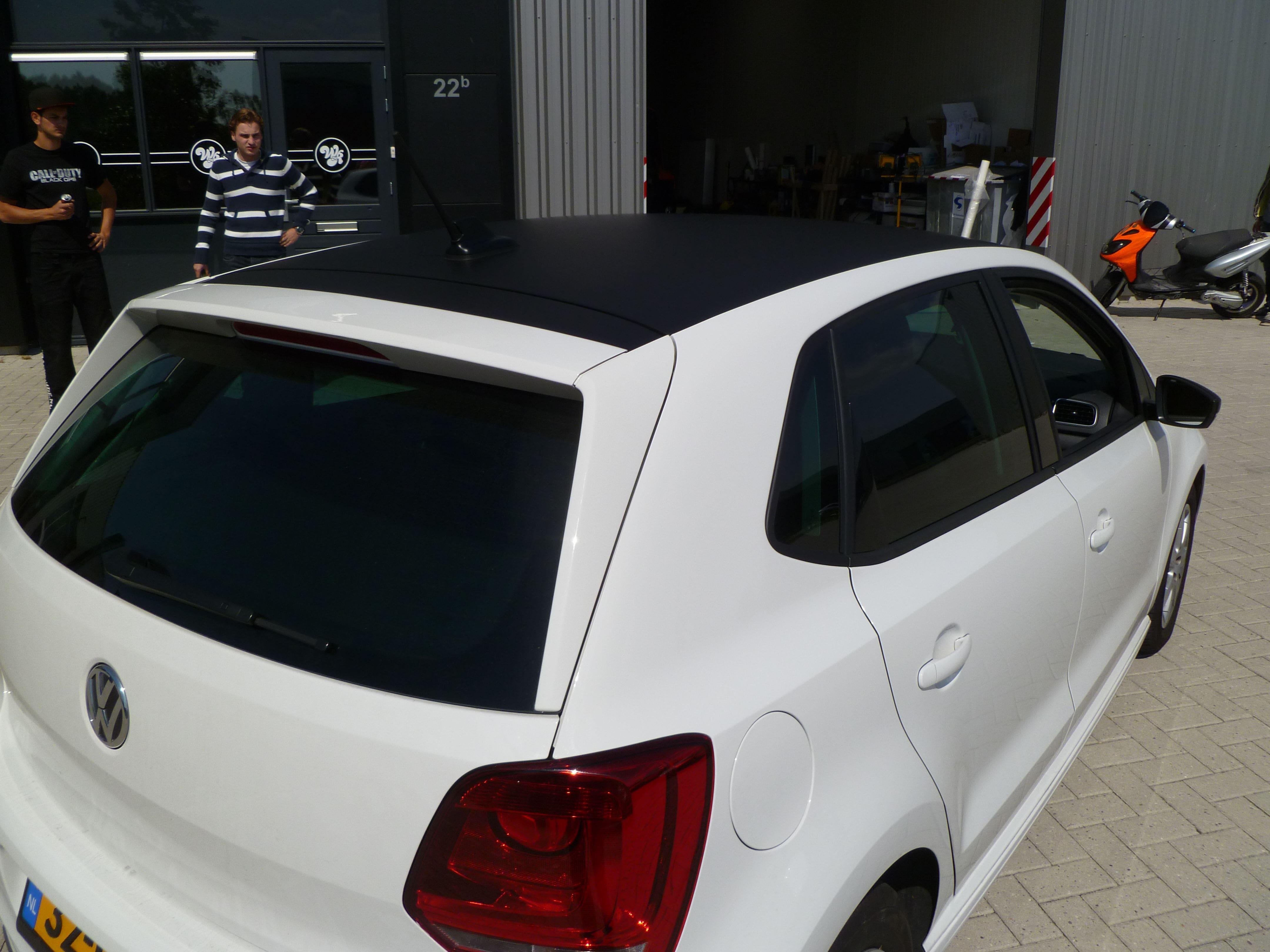 Volkswagen Polo met een witte Wrap, Carwrapping door Wrapmyride.nu Foto-nr:7320, ©2021