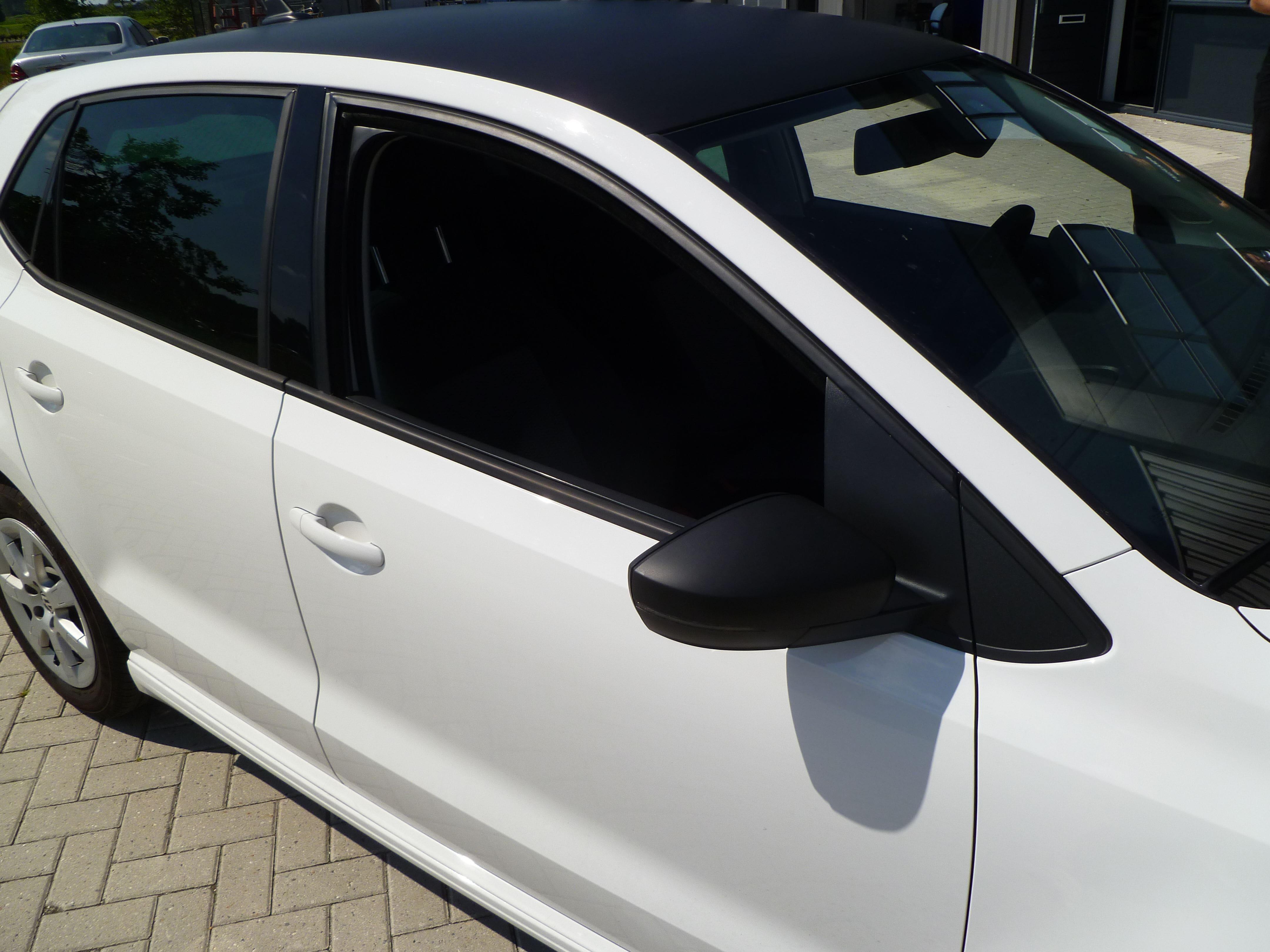 Volkswagen Polo met een witte Wrap, Carwrapping door Wrapmyride.nu Foto-nr:7321, ©2021