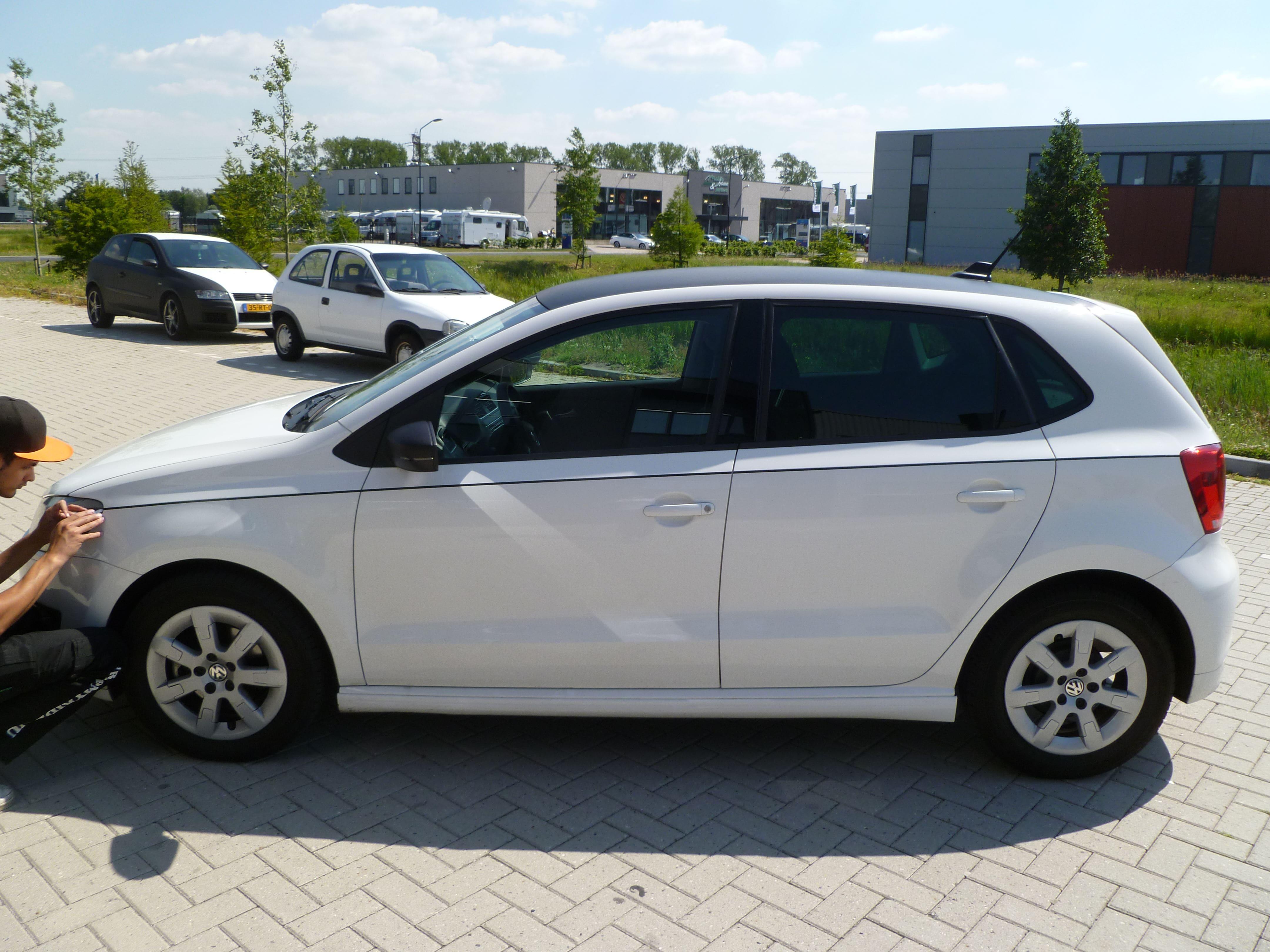 Volkswagen Polo met een witte Wrap, Carwrapping door Wrapmyride.nu Foto-nr:7322, ©2021