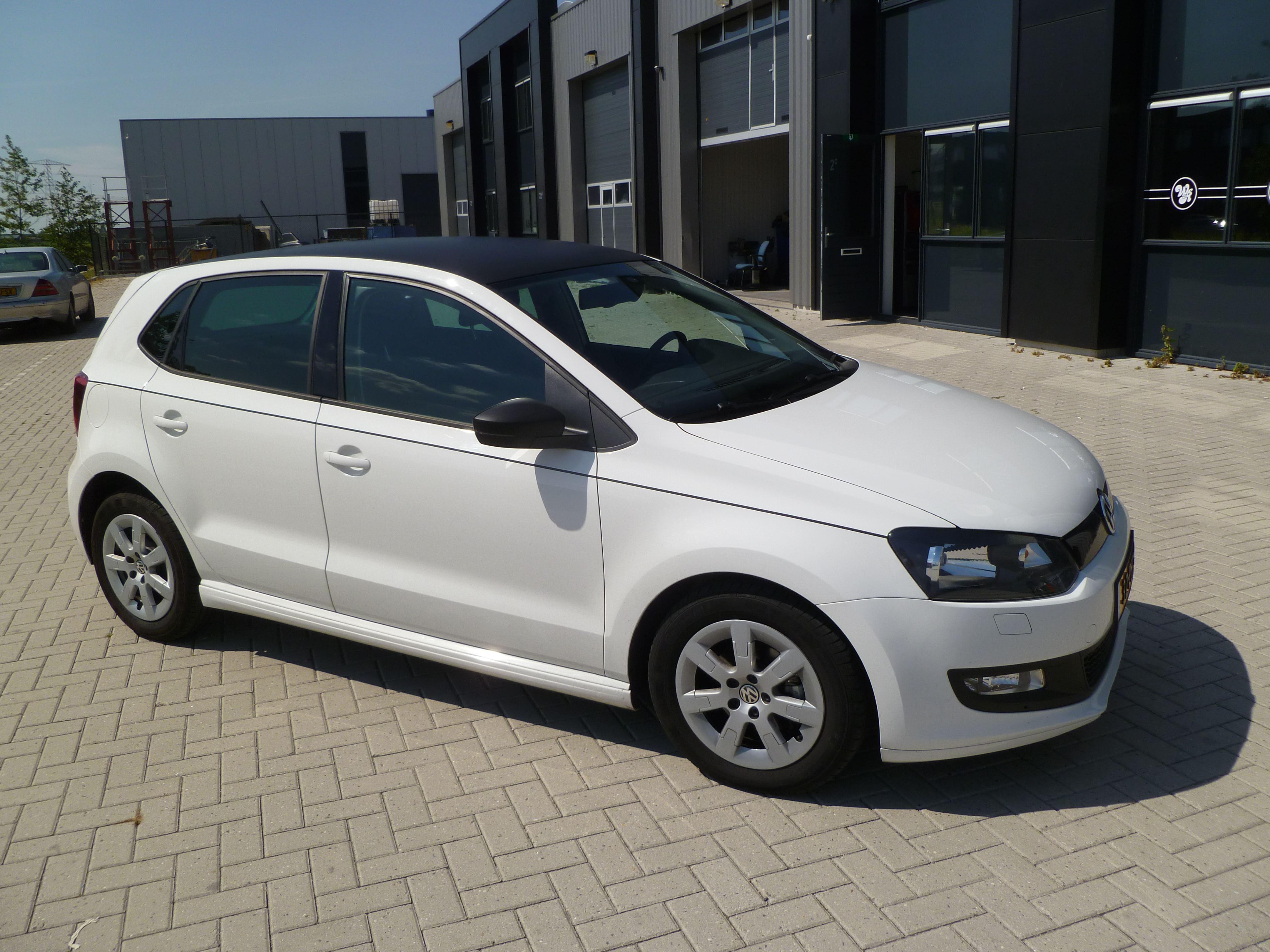 Volkswagen Polo met een witte Wrap, Carwrapping door Wrapmyride.nu Foto-nr:7323, ©2021