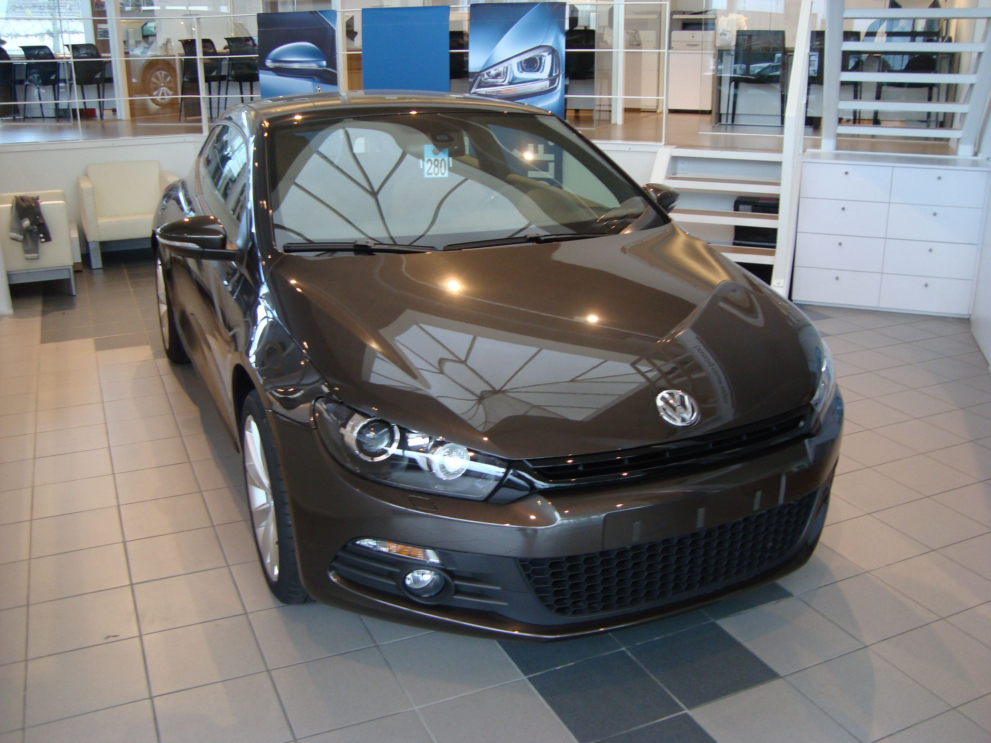 Volkswagen Scirocco met Halve Wrap in Zwart Wit, Carwrapping door Wrapmyride.nu Foto-nr:7036, ©2021