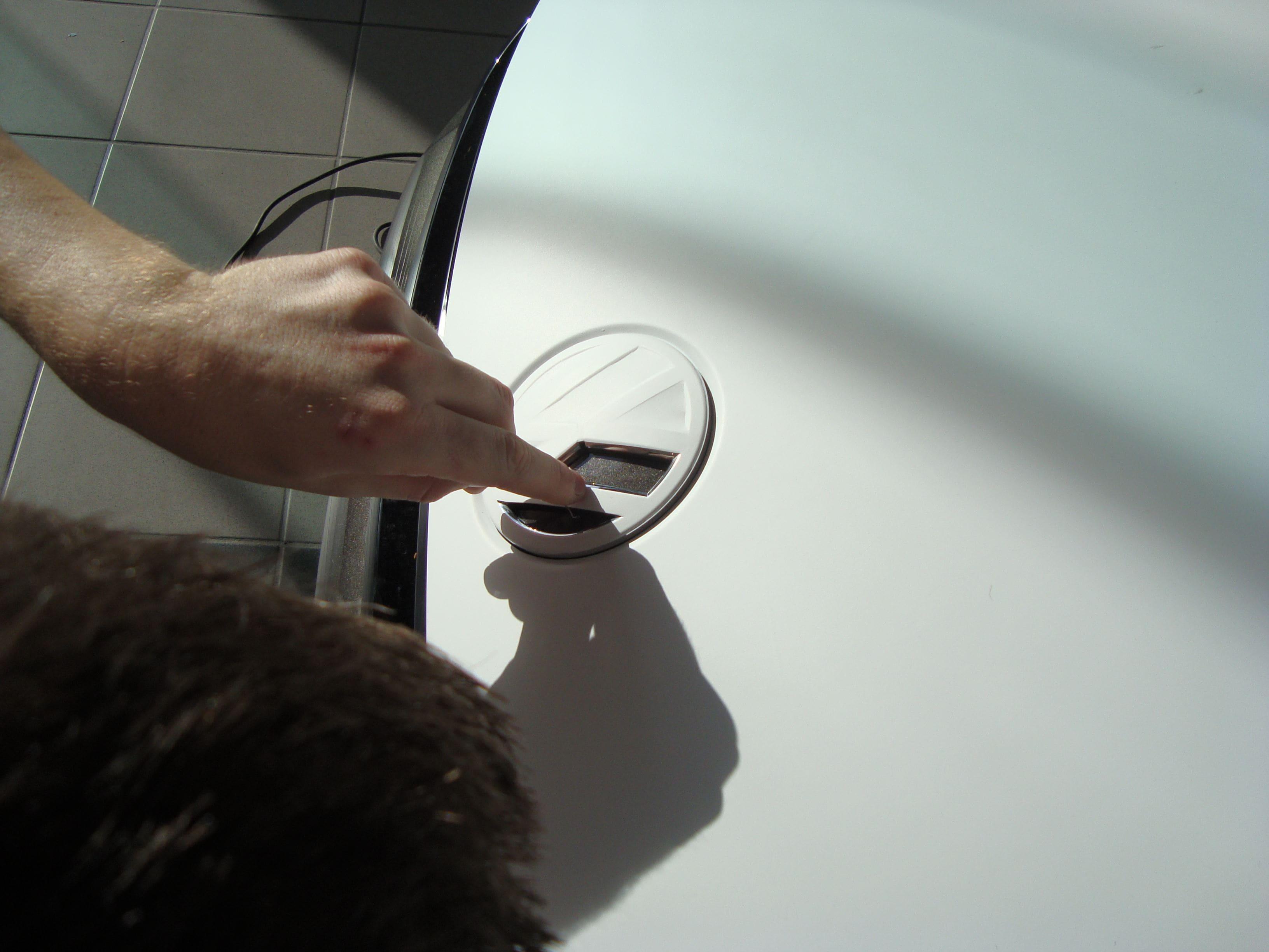 Volkswagen Scirocco met Halve Wrap in Zwart Wit, Carwrapping door Wrapmyride.nu Foto-nr:7037, ©2021