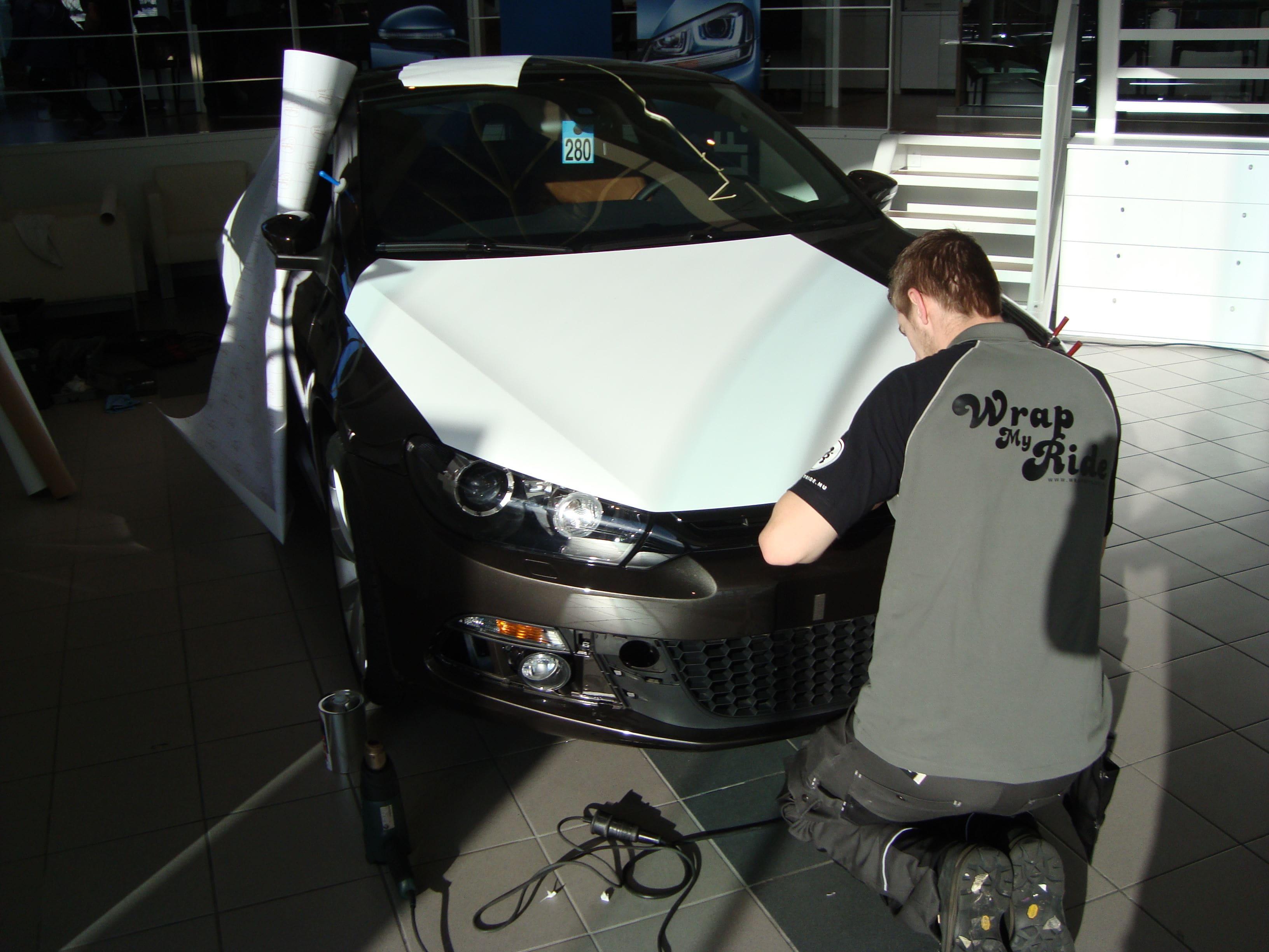 Volkswagen Scirocco met Halve Wrap in Zwart Wit, Carwrapping door Wrapmyride.nu Foto-nr:7038, ©2021