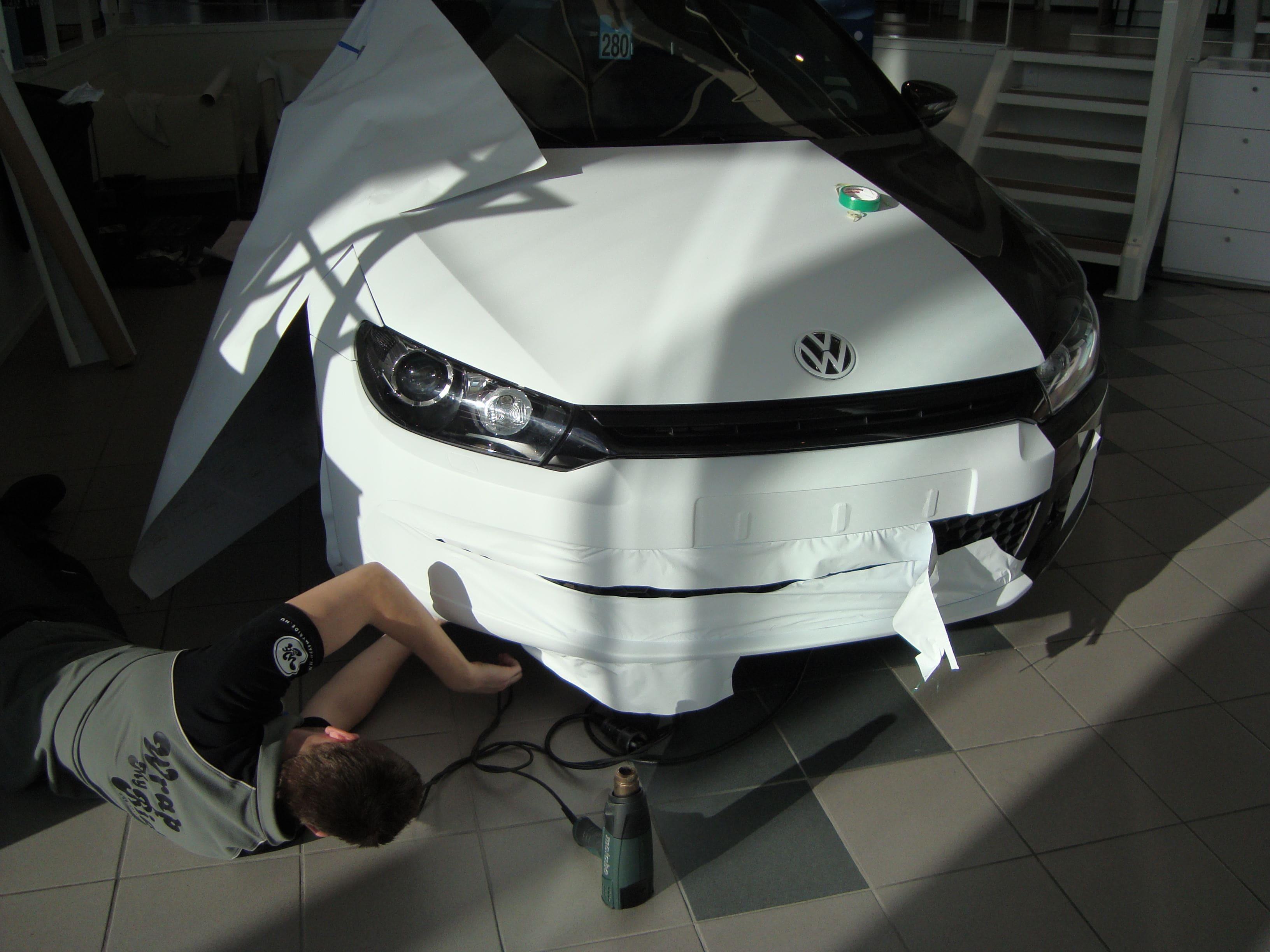 Volkswagen Scirocco met Halve Wrap in Zwart Wit, Carwrapping door Wrapmyride.nu Foto-nr:7039, ©2020