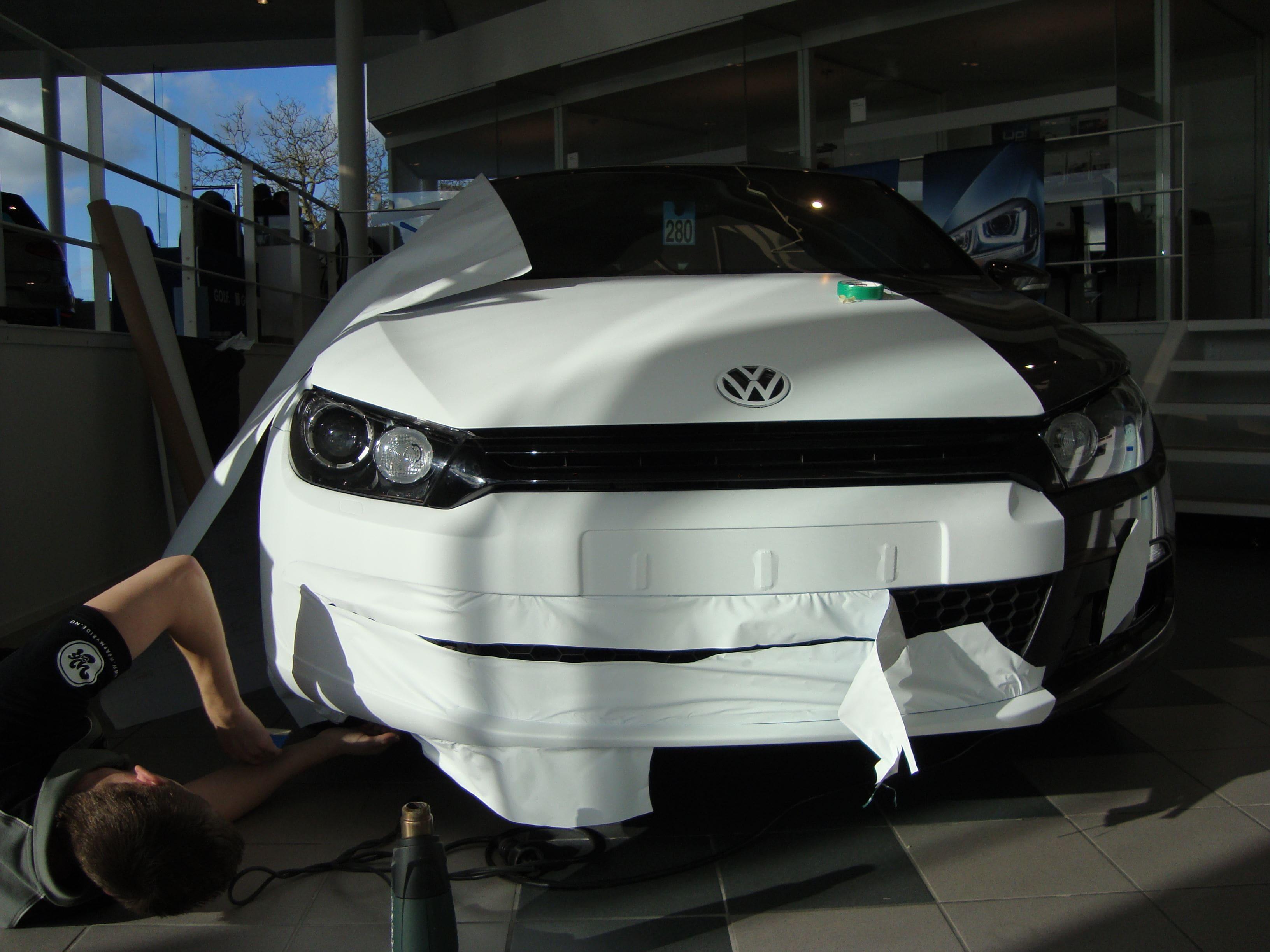 Volkswagen Scirocco met Halve Wrap in Zwart Wit, Carwrapping door Wrapmyride.nu Foto-nr:7040, ©2021