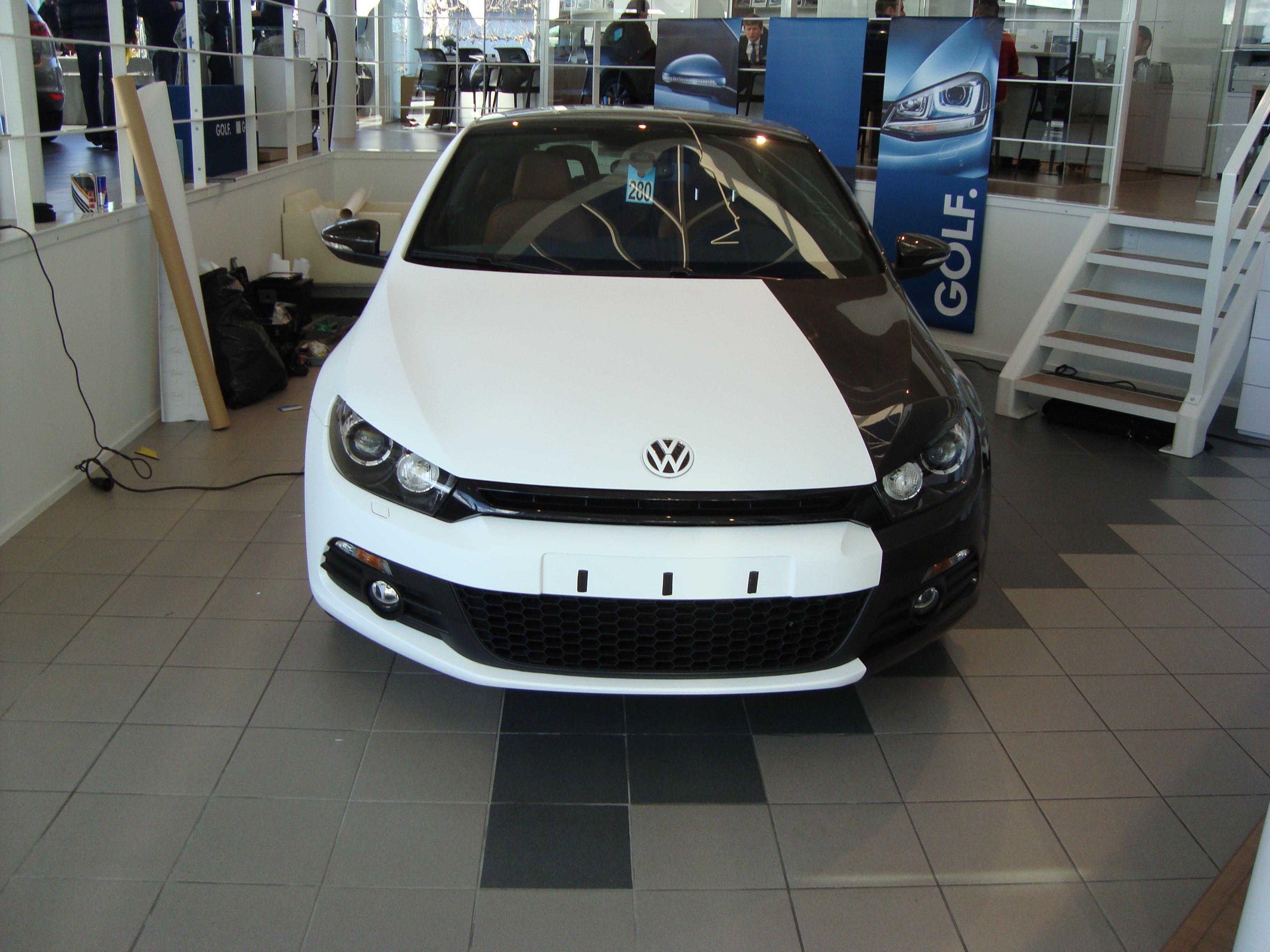 Volkswagen Scirocco met Halve Wrap in Zwart Wit, Carwrapping door Wrapmyride.nu Foto-nr:7042, ©2021
