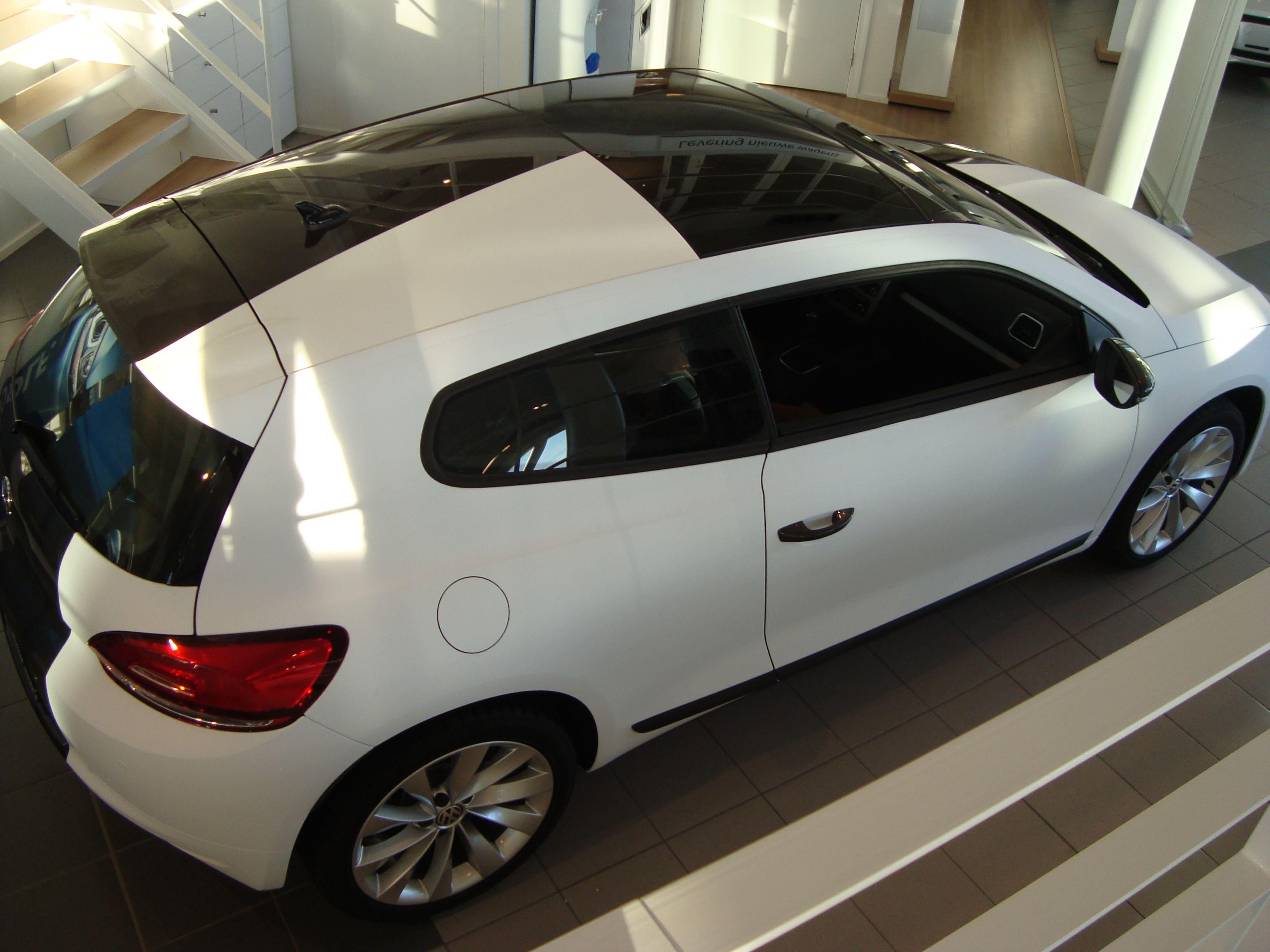 Volkswagen Scirocco met Halve Wrap in Zwart Wit, Carwrapping door Wrapmyride.nu Foto-nr:7045, ©2020