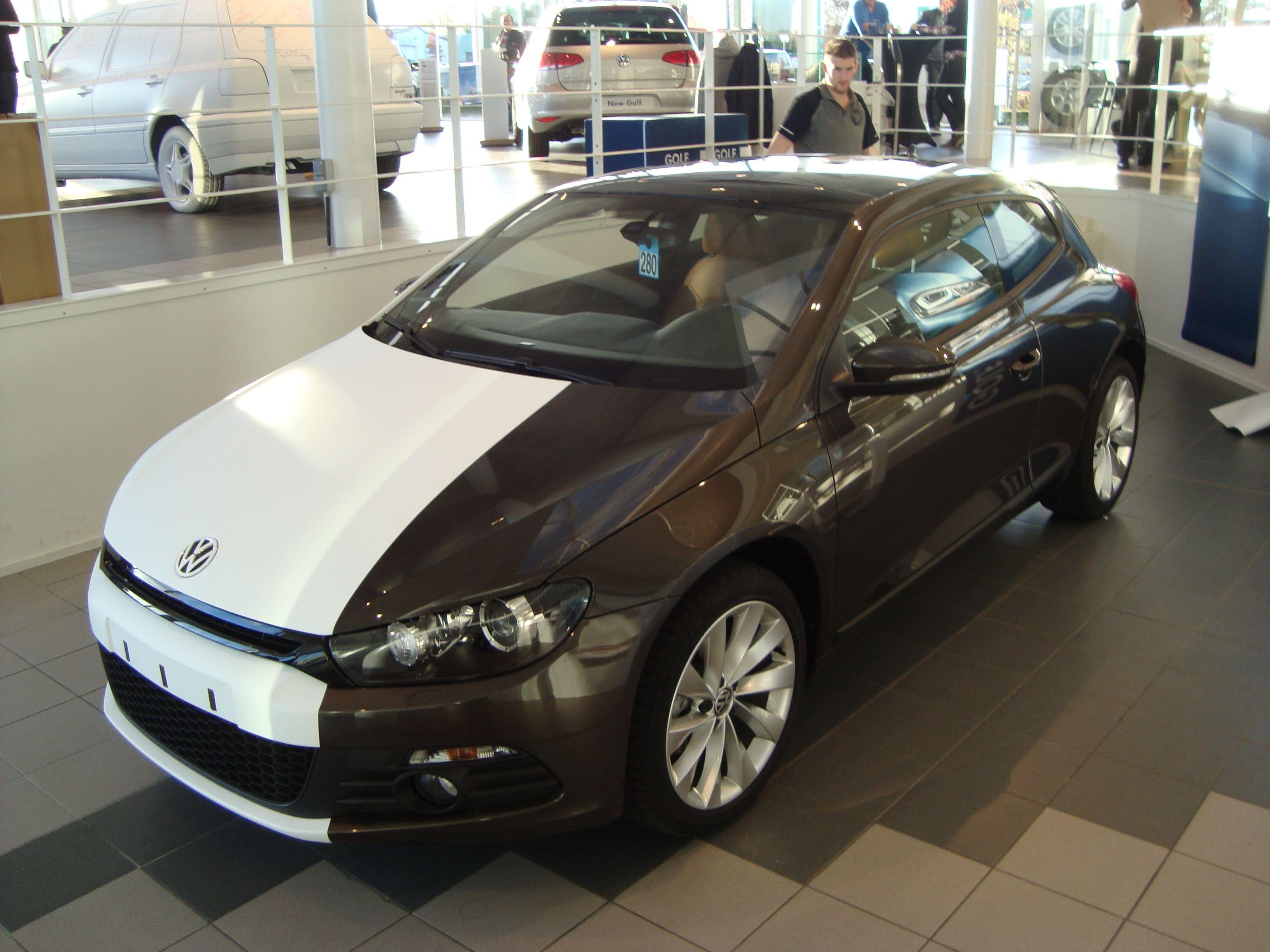 Volkswagen Scirocco met Halve Wrap in Zwart Wit, Carwrapping door Wrapmyride.nu Foto-nr:7046, ©2020
