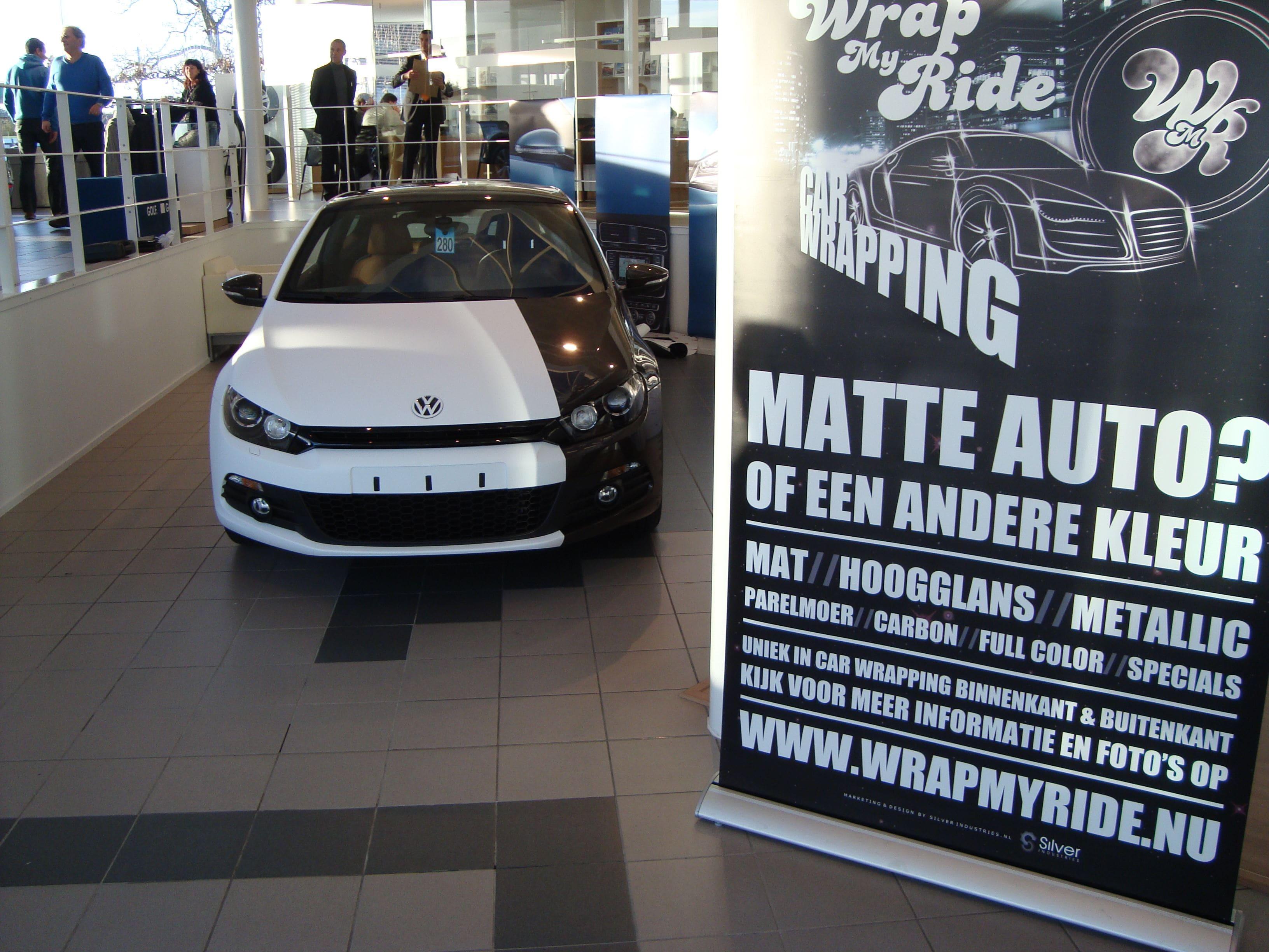 Volkswagen Scirocco met Halve Wrap in Zwart Wit, Carwrapping door Wrapmyride.nu Foto-nr:7047, ©2020